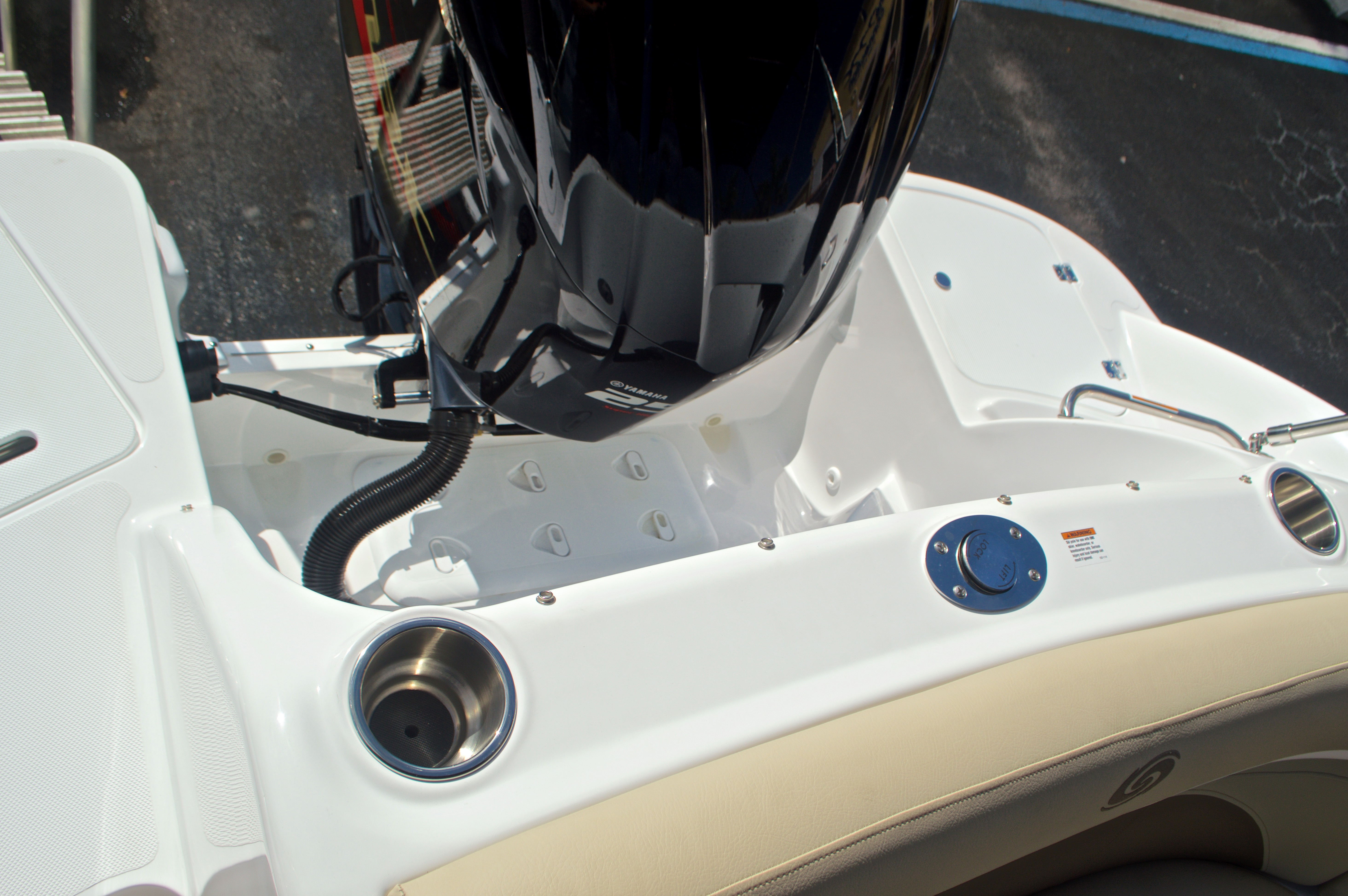 Thumbnail 12 for New 2017 Hurricane SunDeck SD 2400 OB boat for sale in West Palm Beach, FL
