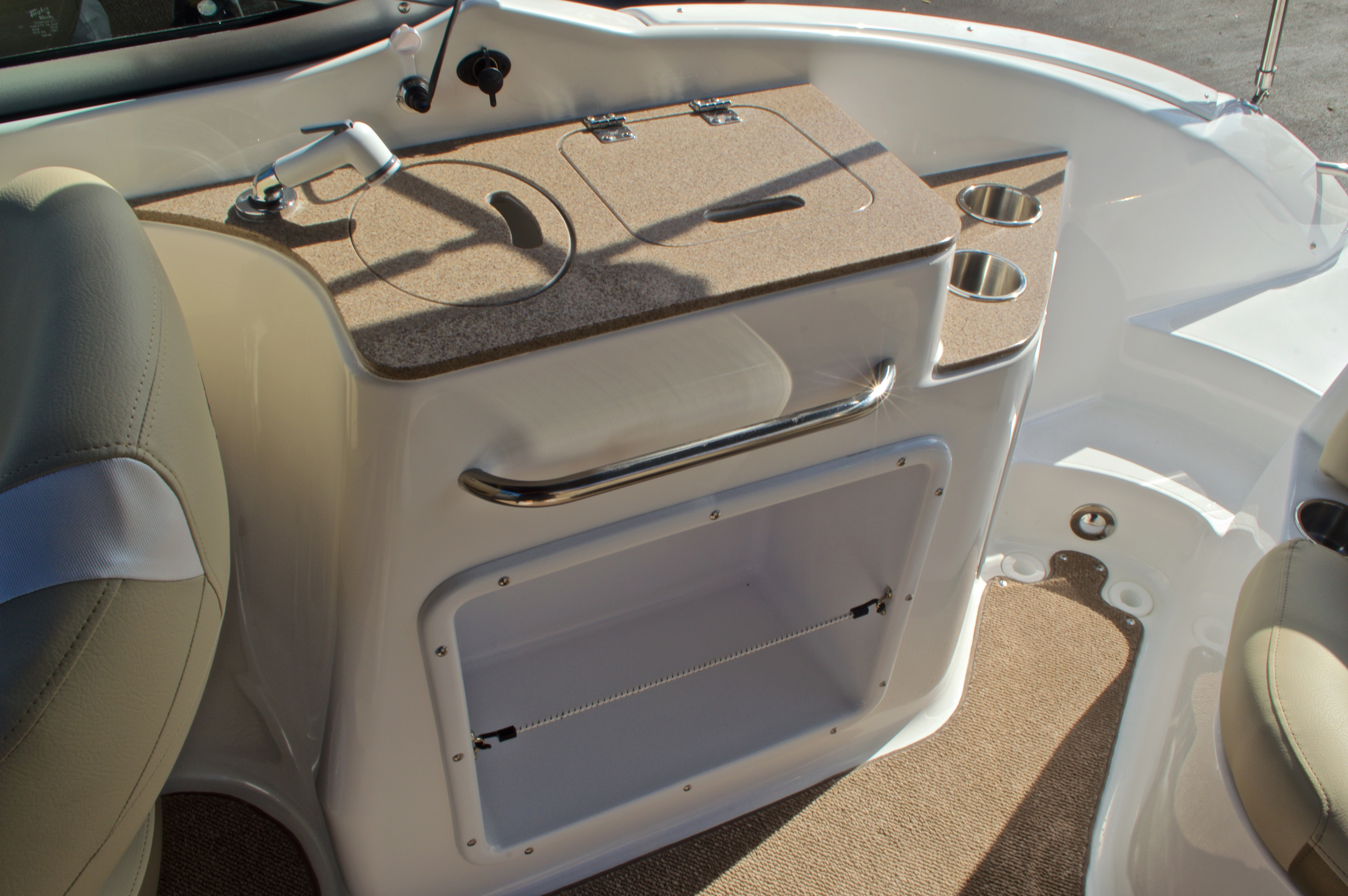 Thumbnail 22 for New 2017 Hurricane SunDeck SD 2400 OB boat for sale in West Palm Beach, FL