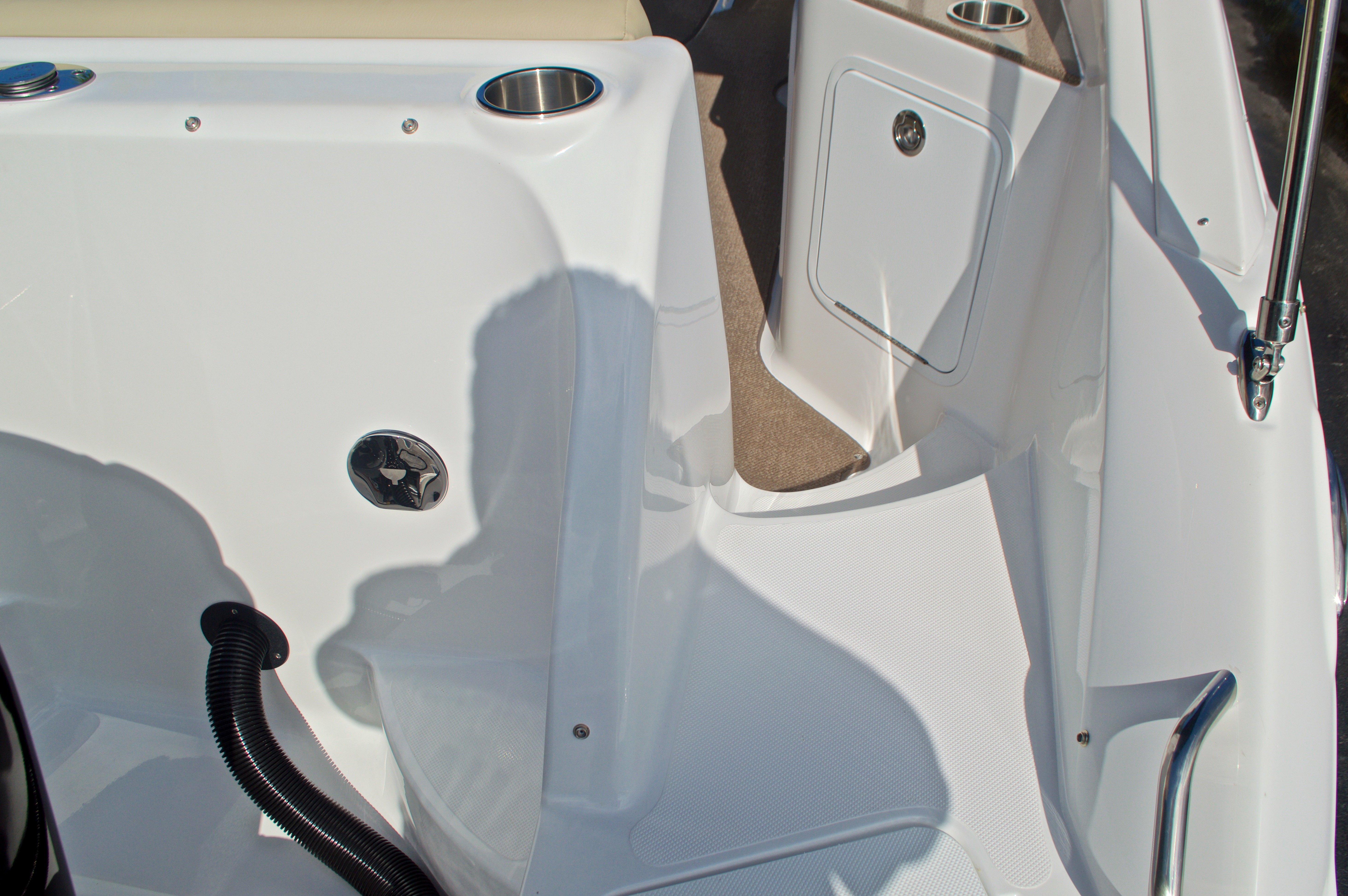 Thumbnail 10 for New 2017 Hurricane SunDeck SD 2400 OB boat for sale in West Palm Beach, FL