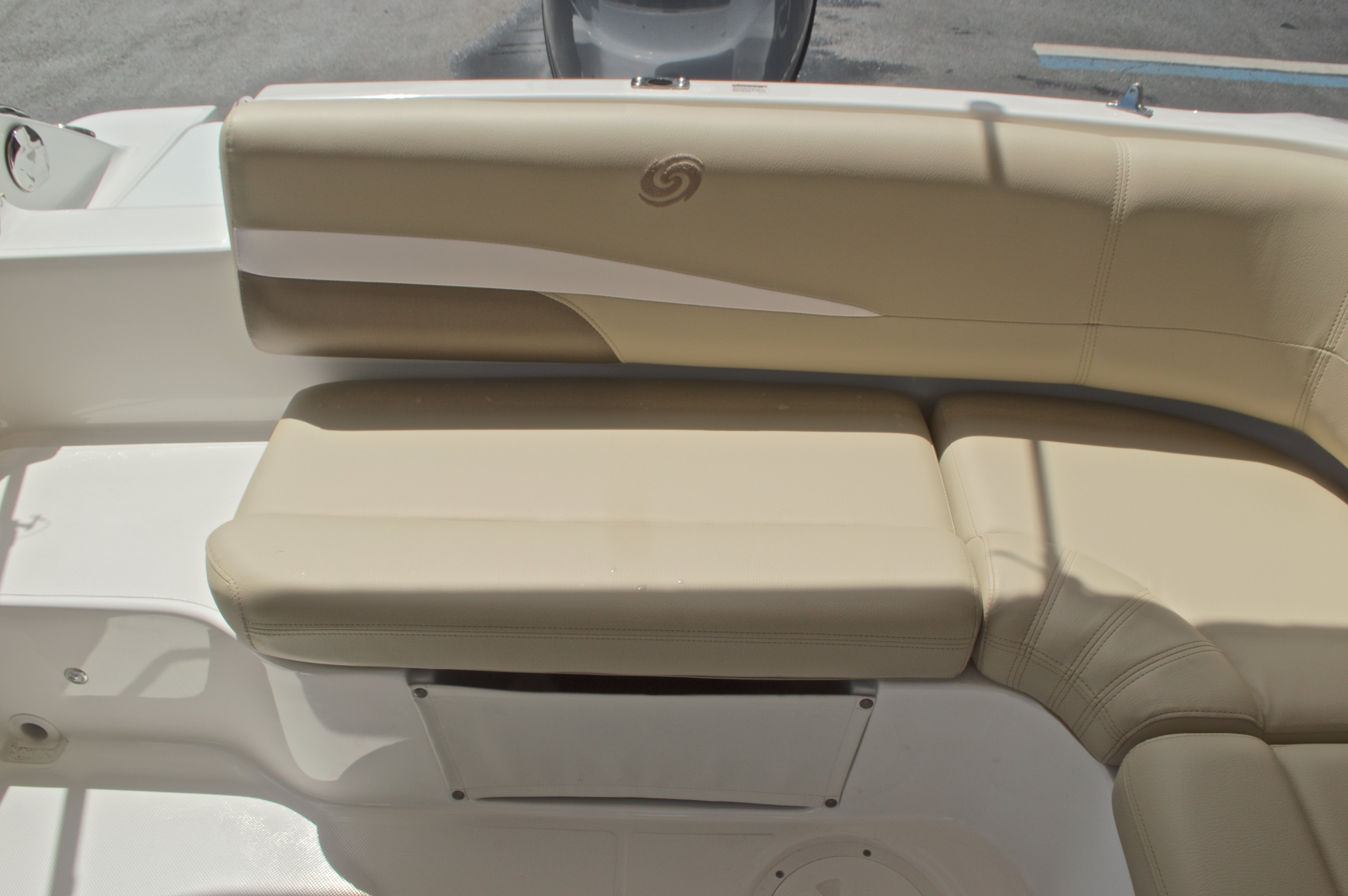 Thumbnail 12 for New 2017 Hurricane SunDeck Sport SS 188 OB boat for sale in West Palm Beach, FL