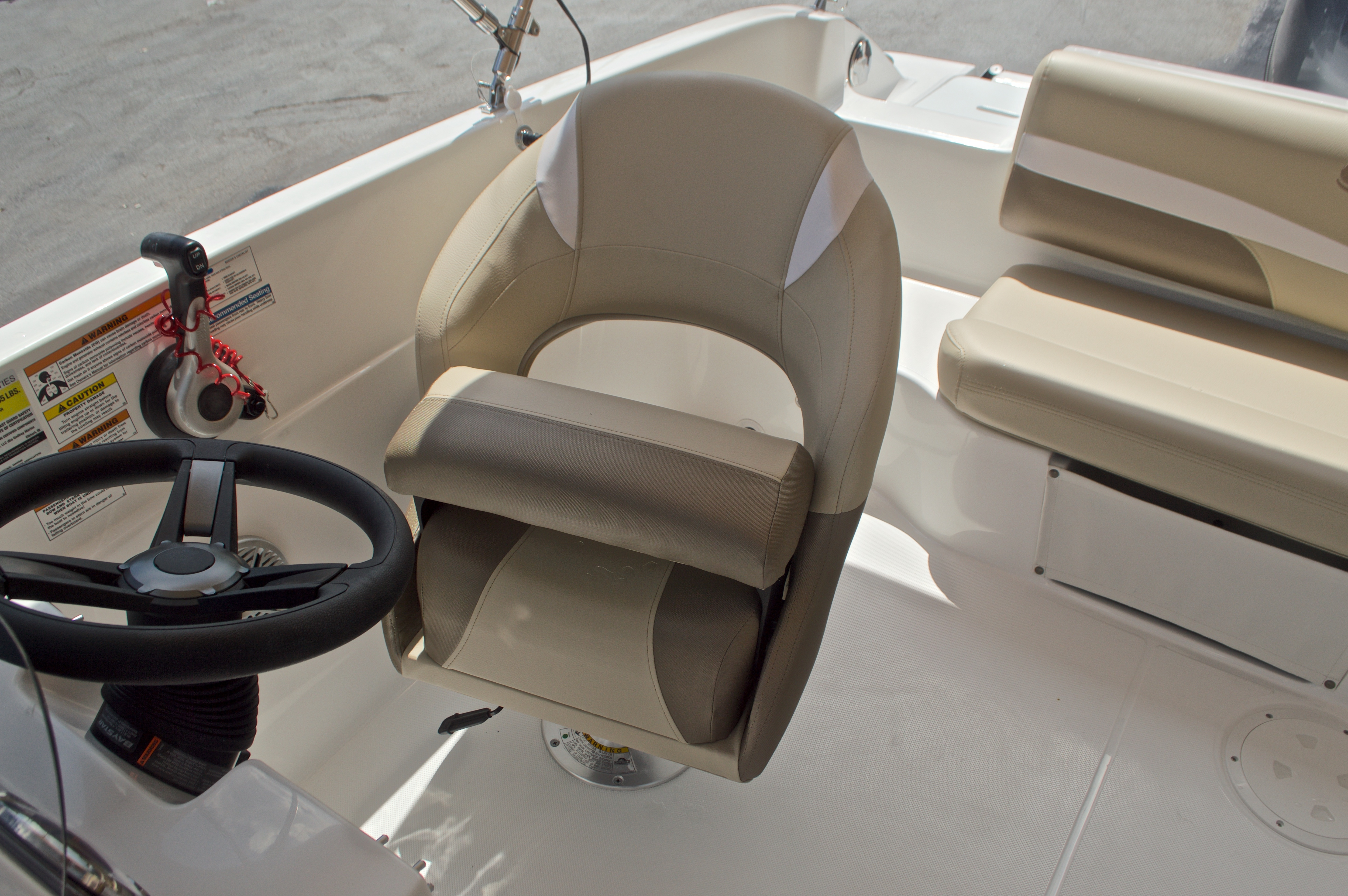 Thumbnail 22 for New 2017 Hurricane SunDeck Sport SS 188 OB boat for sale in West Palm Beach, FL