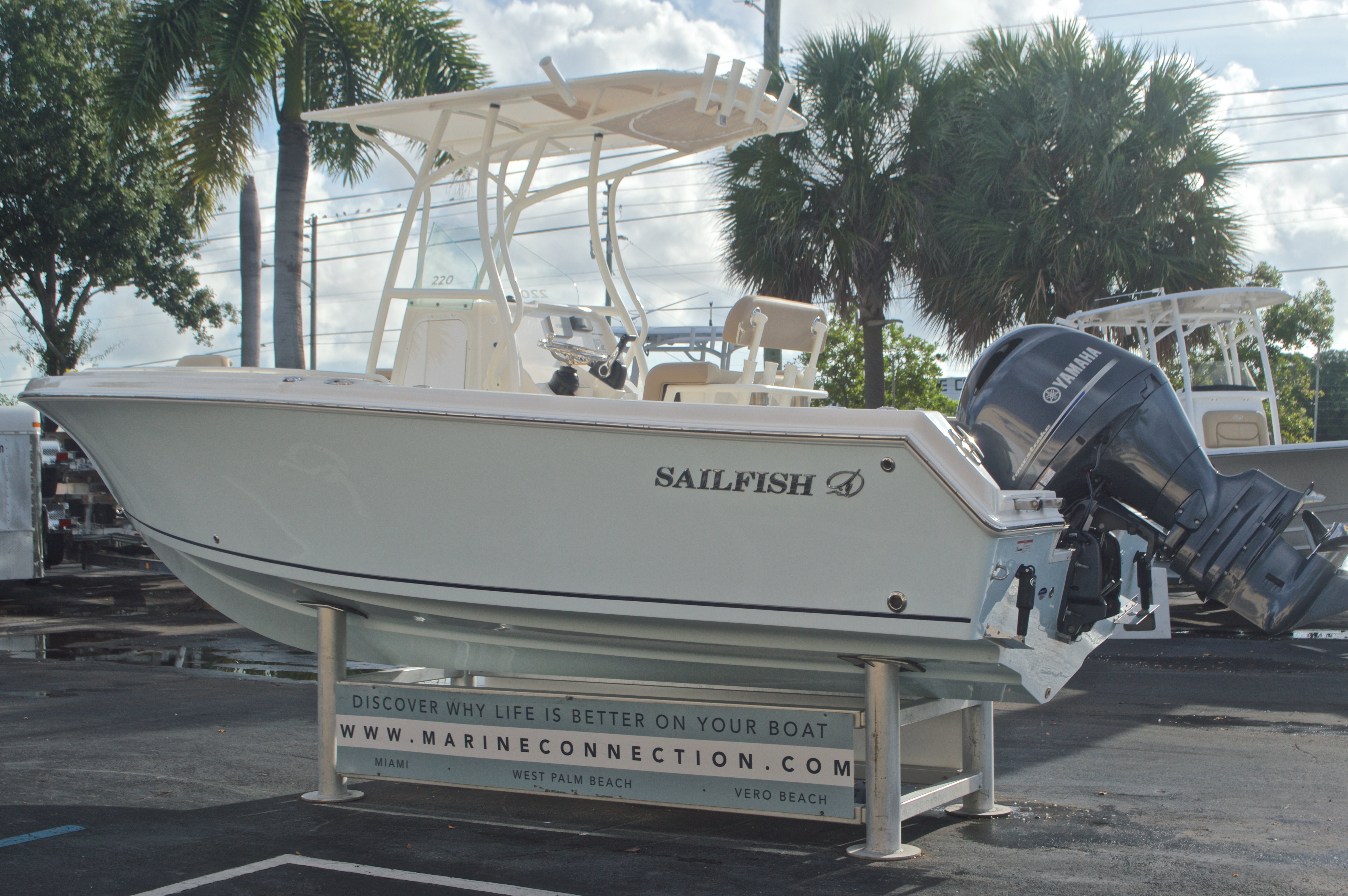 Thumbnail 5 for New 2017 Sailfish 220 CC Center Console boat for sale in Miami, FL