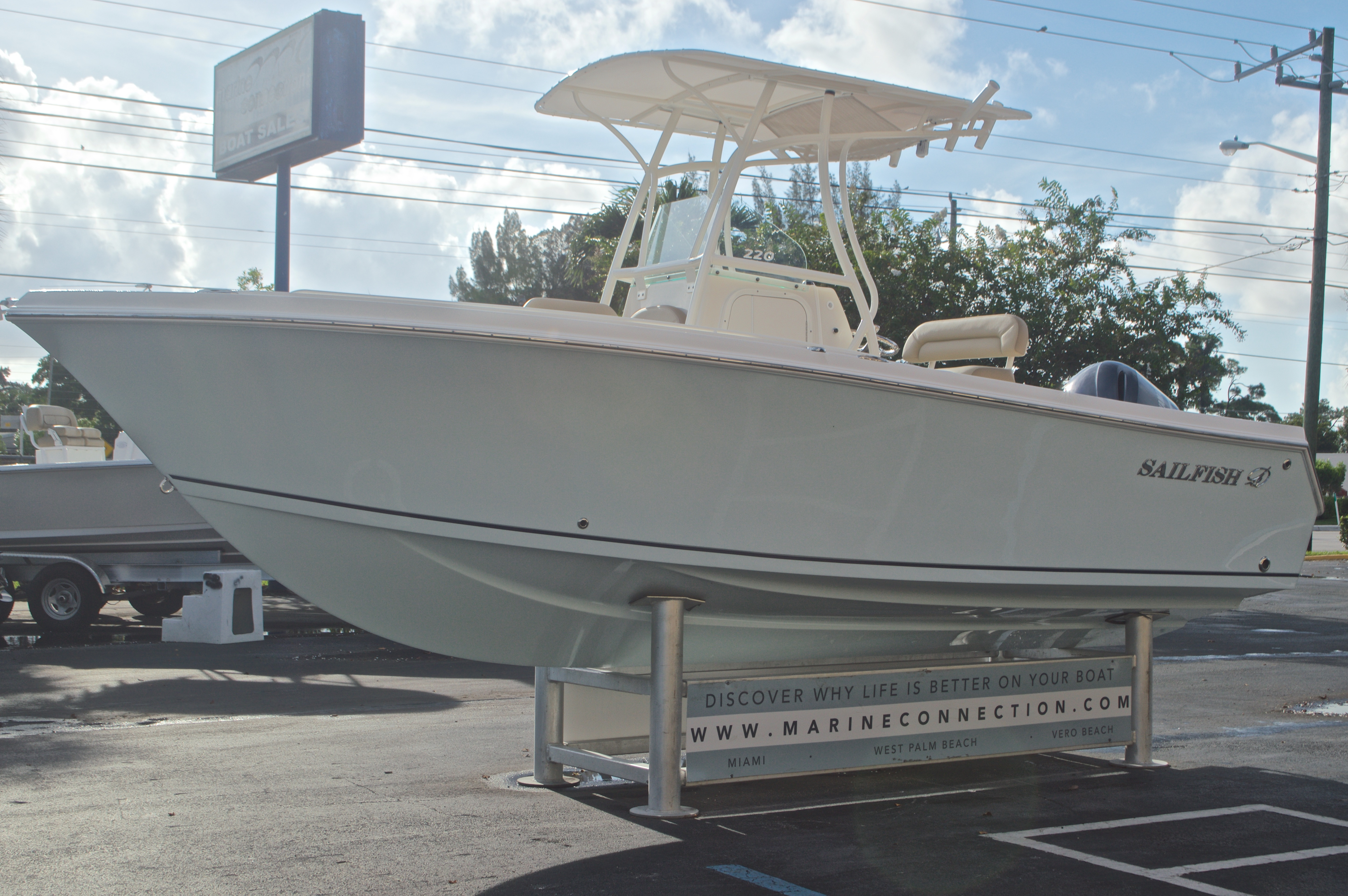 Thumbnail 3 for New 2017 Sailfish 220 CC Center Console boat for sale in Miami, FL