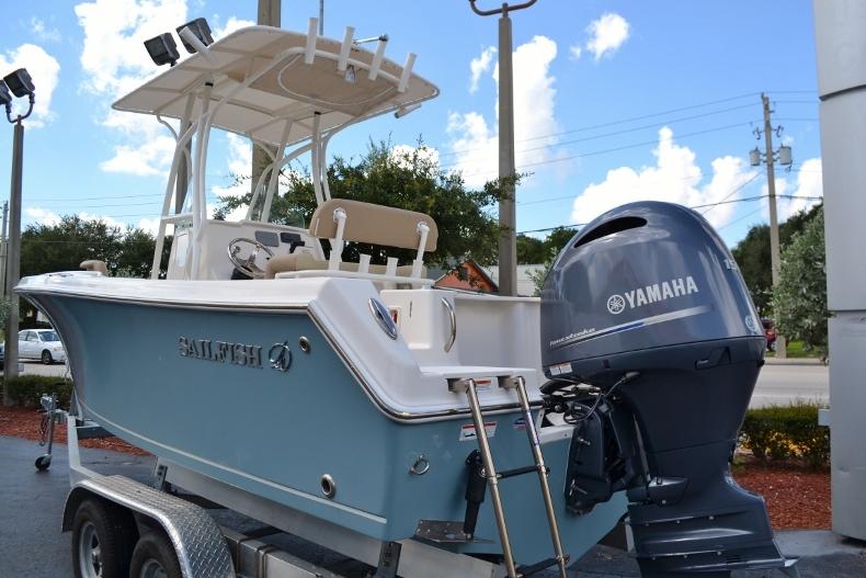 Thumbnail 3 for New 2017 Sailfish 220 CC Center Console boat for sale in Vero Beach, FL