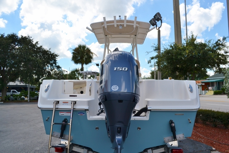 Thumbnail 4 for New 2017 Sailfish 220 CC Center Console boat for sale in Vero Beach, FL
