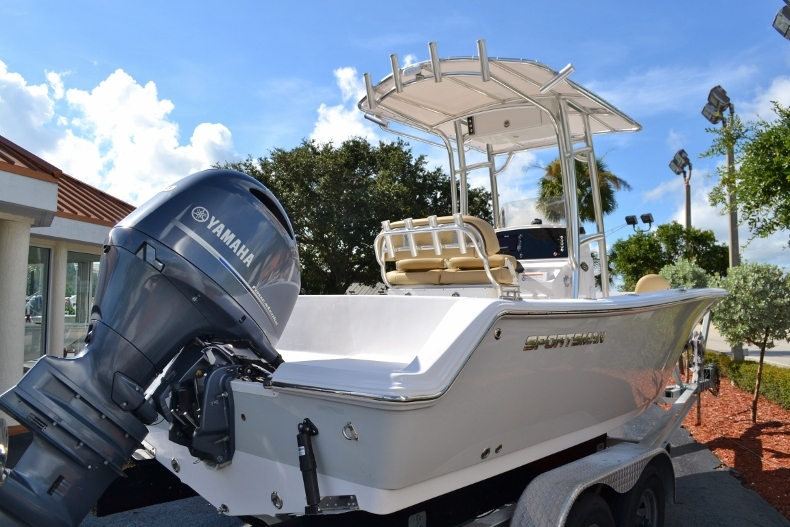 Thumbnail 4 for New 2017 Sportsman Open 212 Center Console boat for sale in Vero Beach, FL