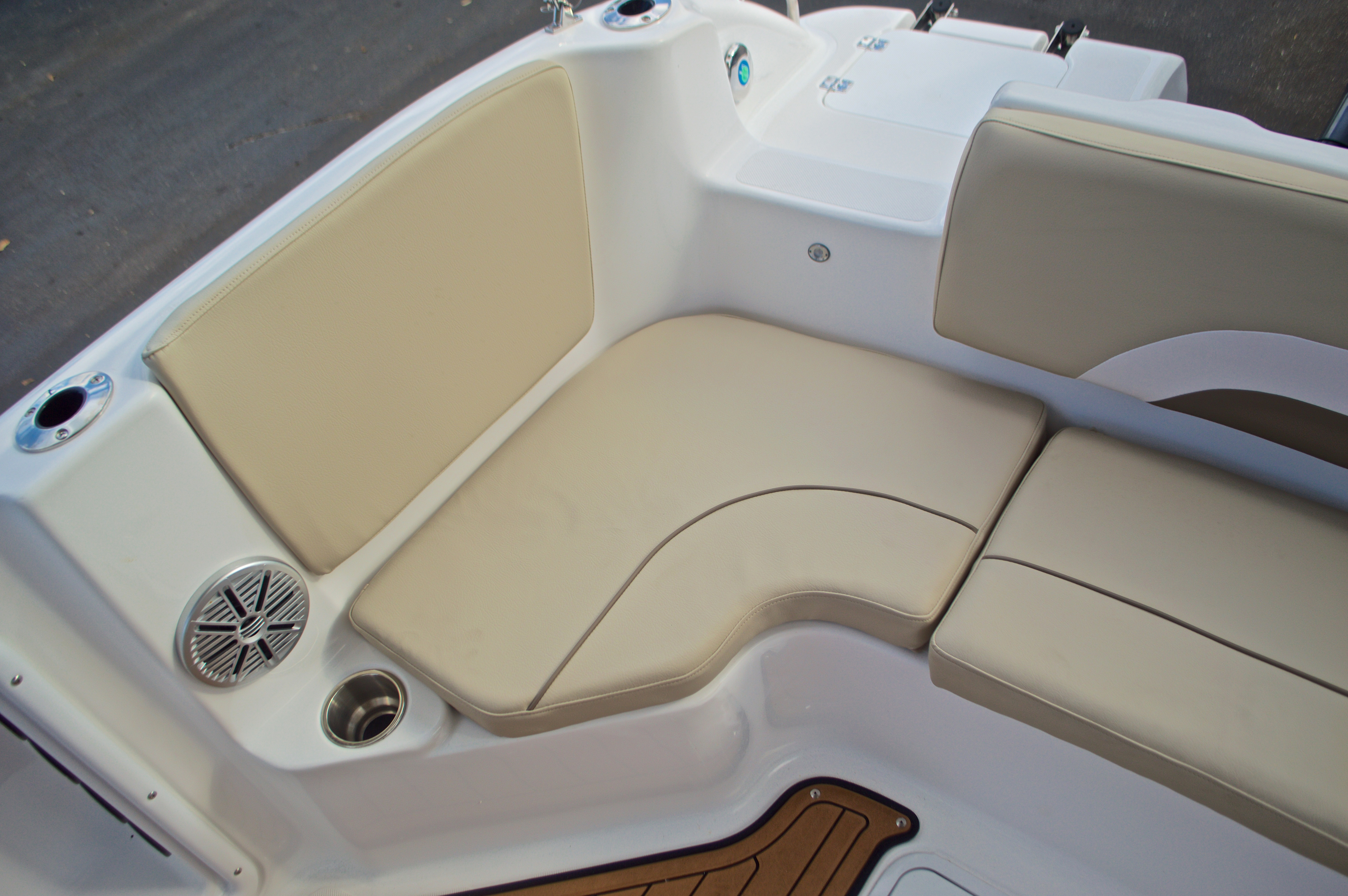 Thumbnail 13 for New 2017 Hurricane Sundeck Sport SS 231 OB boat for sale in West Palm Beach, FL