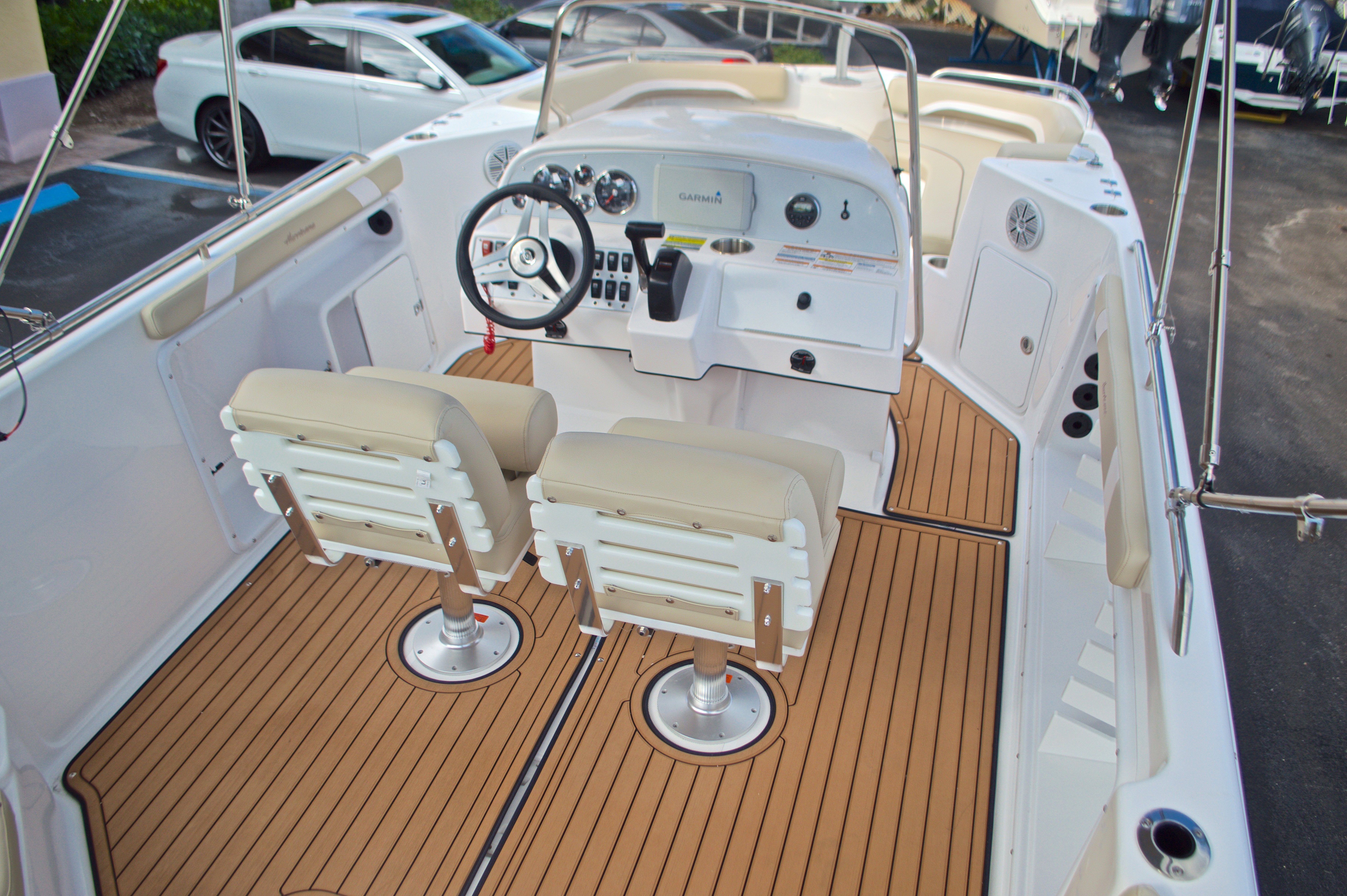 Thumbnail 8 for New 2017 Hurricane Sundeck Sport SS 231 OB boat for sale in West Palm Beach, FL