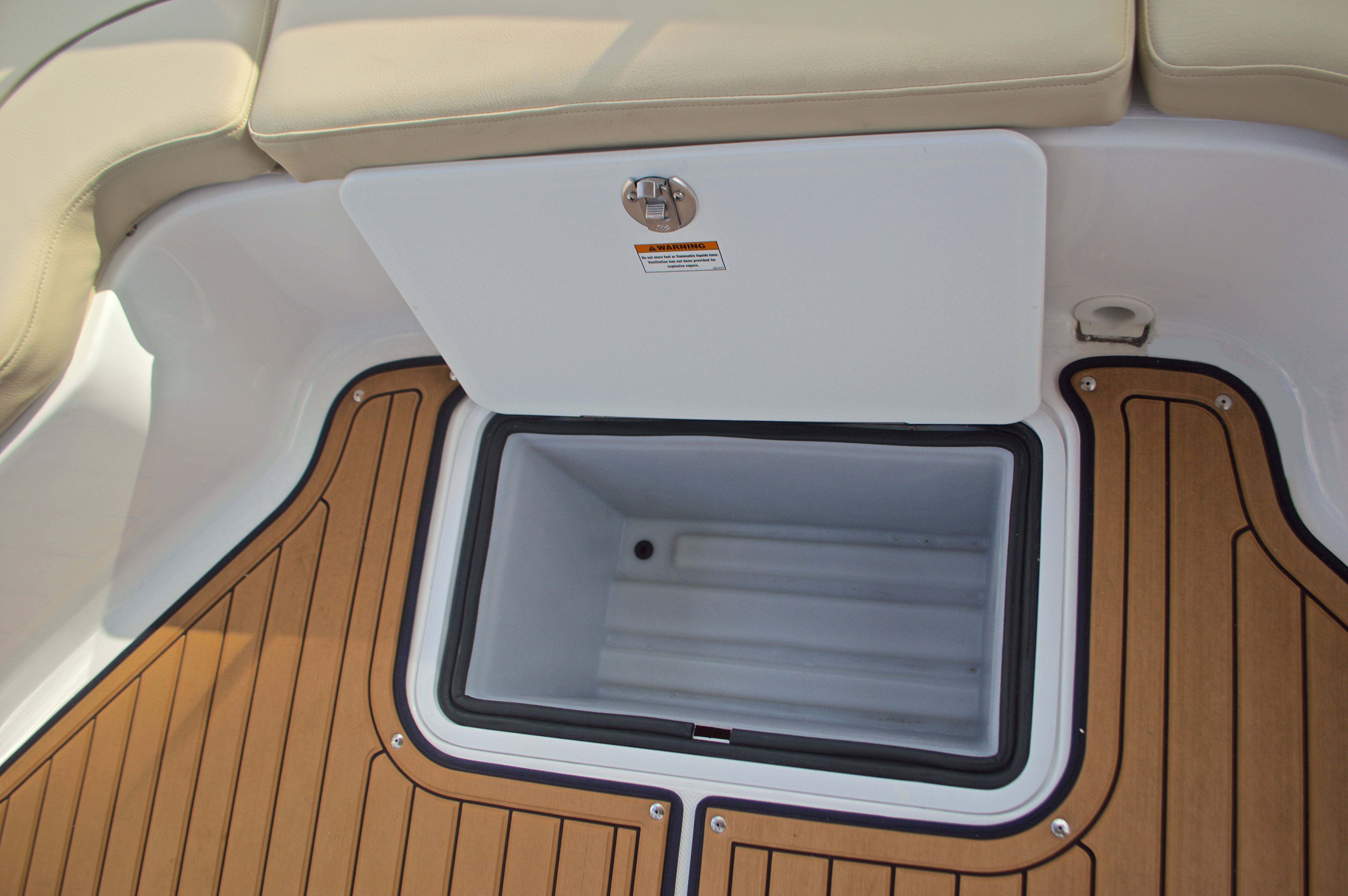 Thumbnail 20 for New 2017 Hurricane Sundeck Sport SS 231 OB boat for sale in West Palm Beach, FL