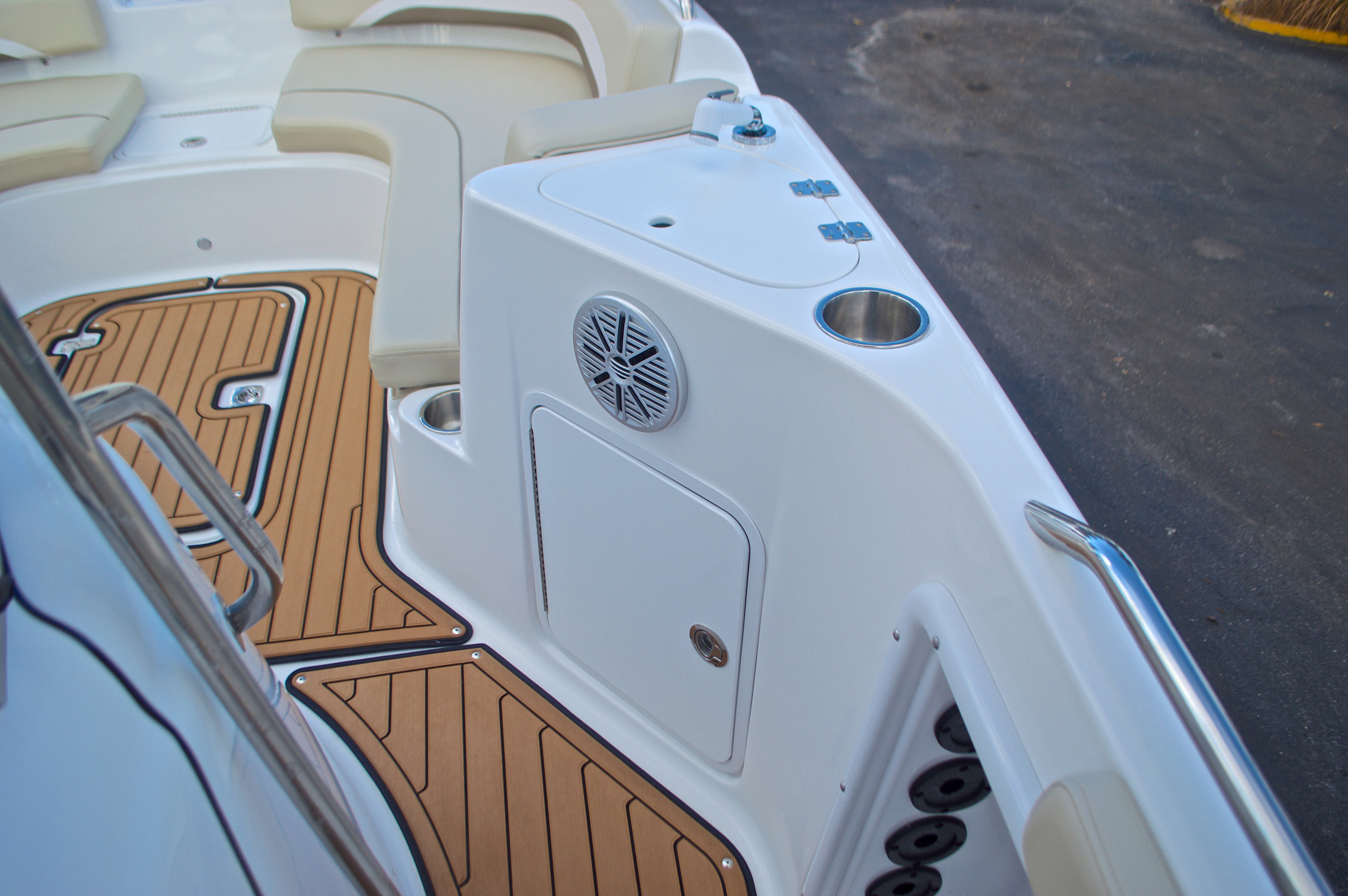 Thumbnail 35 for New 2017 Hurricane Sundeck Sport SS 231 OB boat for sale in West Palm Beach, FL