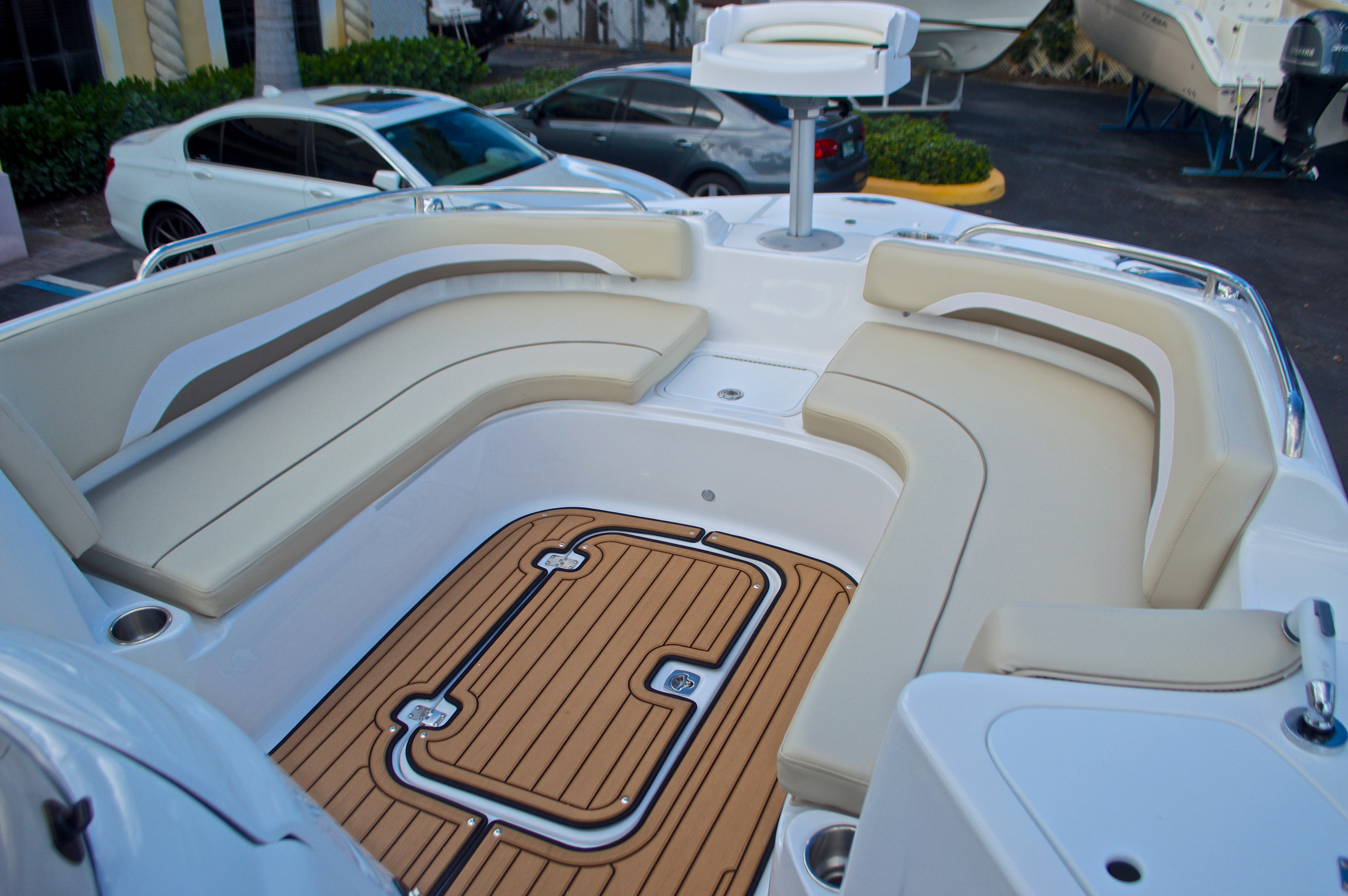 Thumbnail 39 for New 2017 Hurricane Sundeck Sport SS 231 OB boat for sale in West Palm Beach, FL