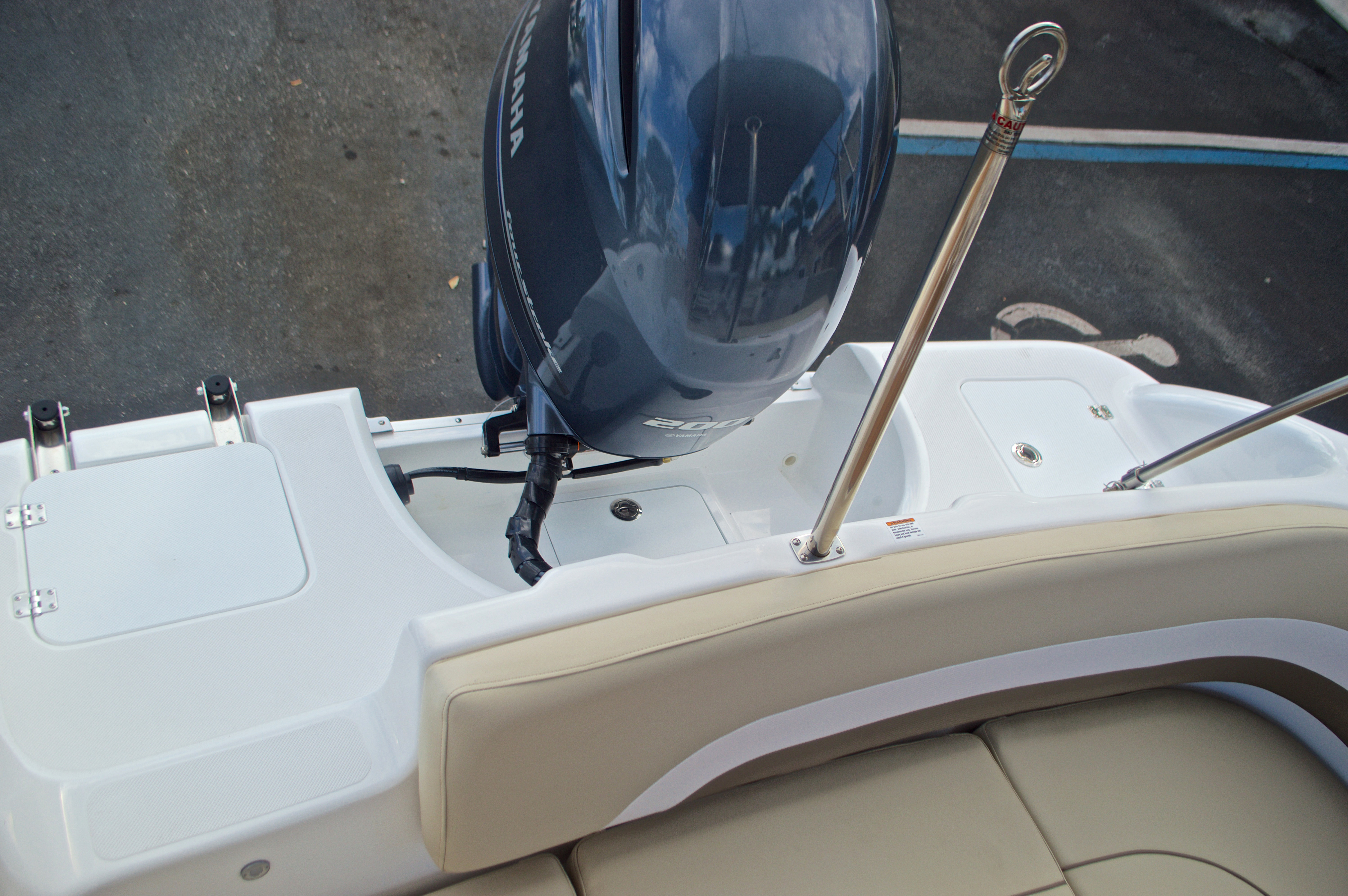 Thumbnail 10 for New 2017 Hurricane Sundeck Sport SS 231 OB boat for sale in West Palm Beach, FL
