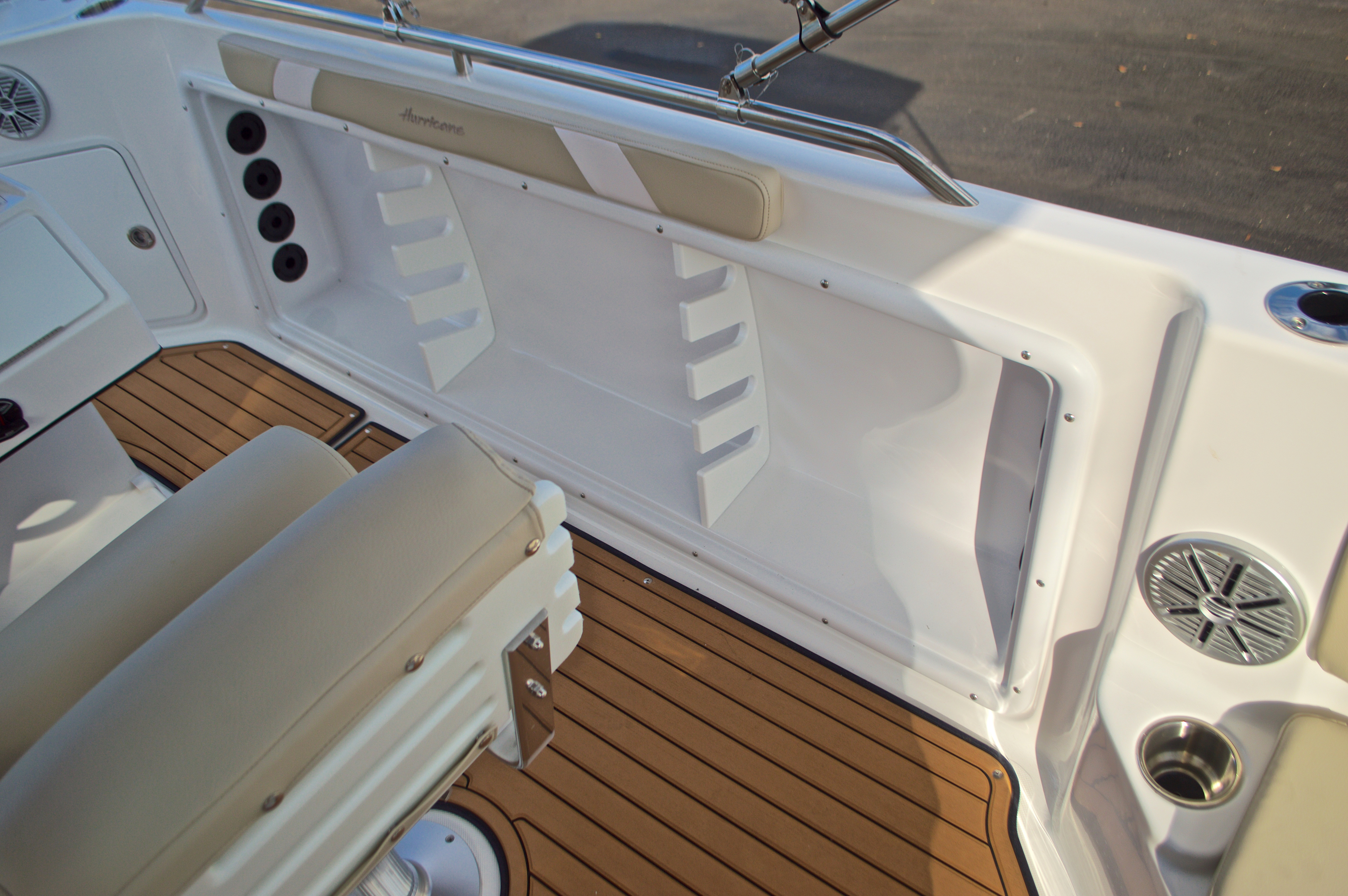 Thumbnail 22 for New 2017 Hurricane Sundeck Sport SS 231 OB boat for sale in West Palm Beach, FL