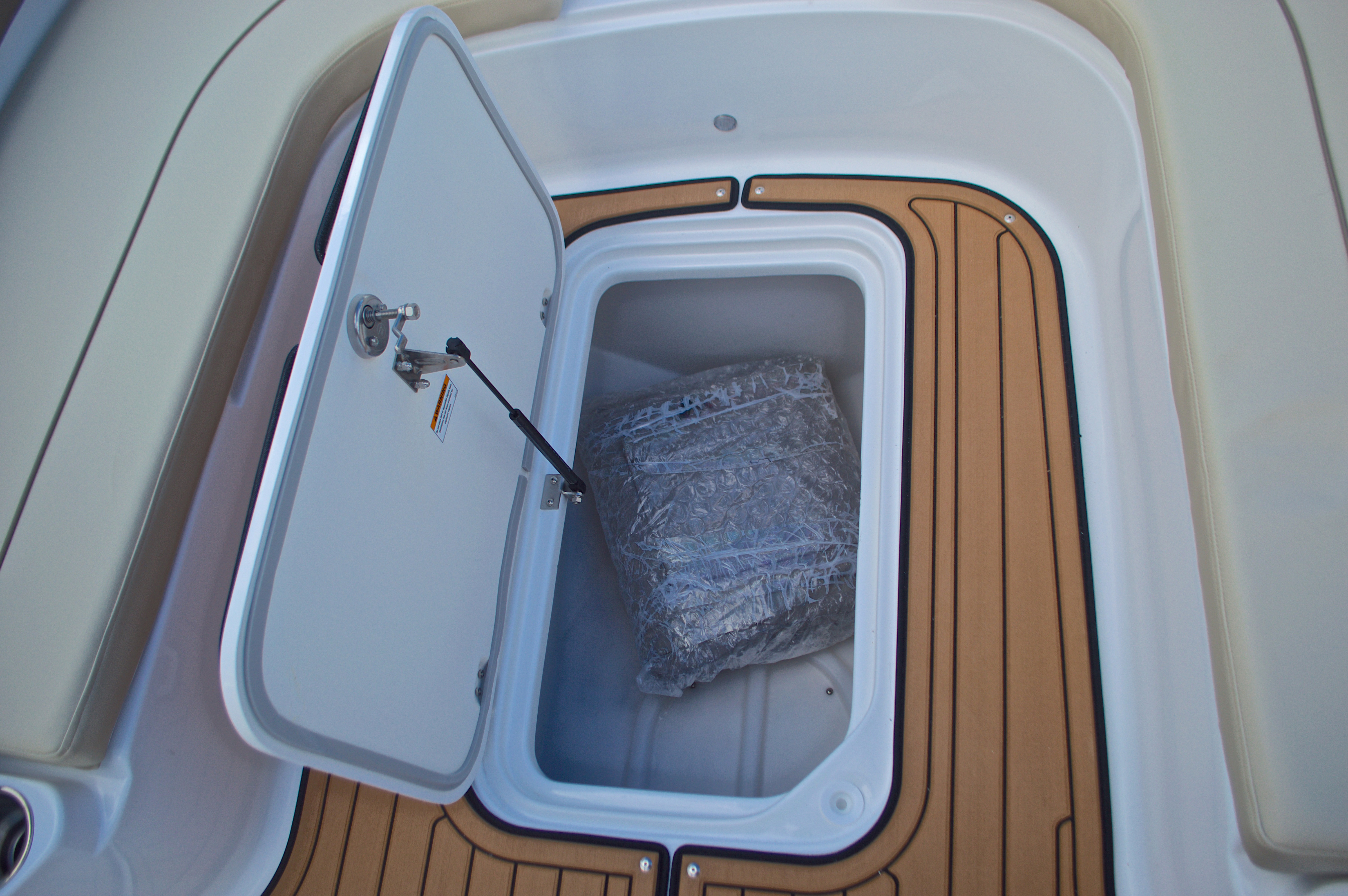 Thumbnail 44 for New 2017 Hurricane Sundeck Sport SS 231 OB boat for sale in West Palm Beach, FL