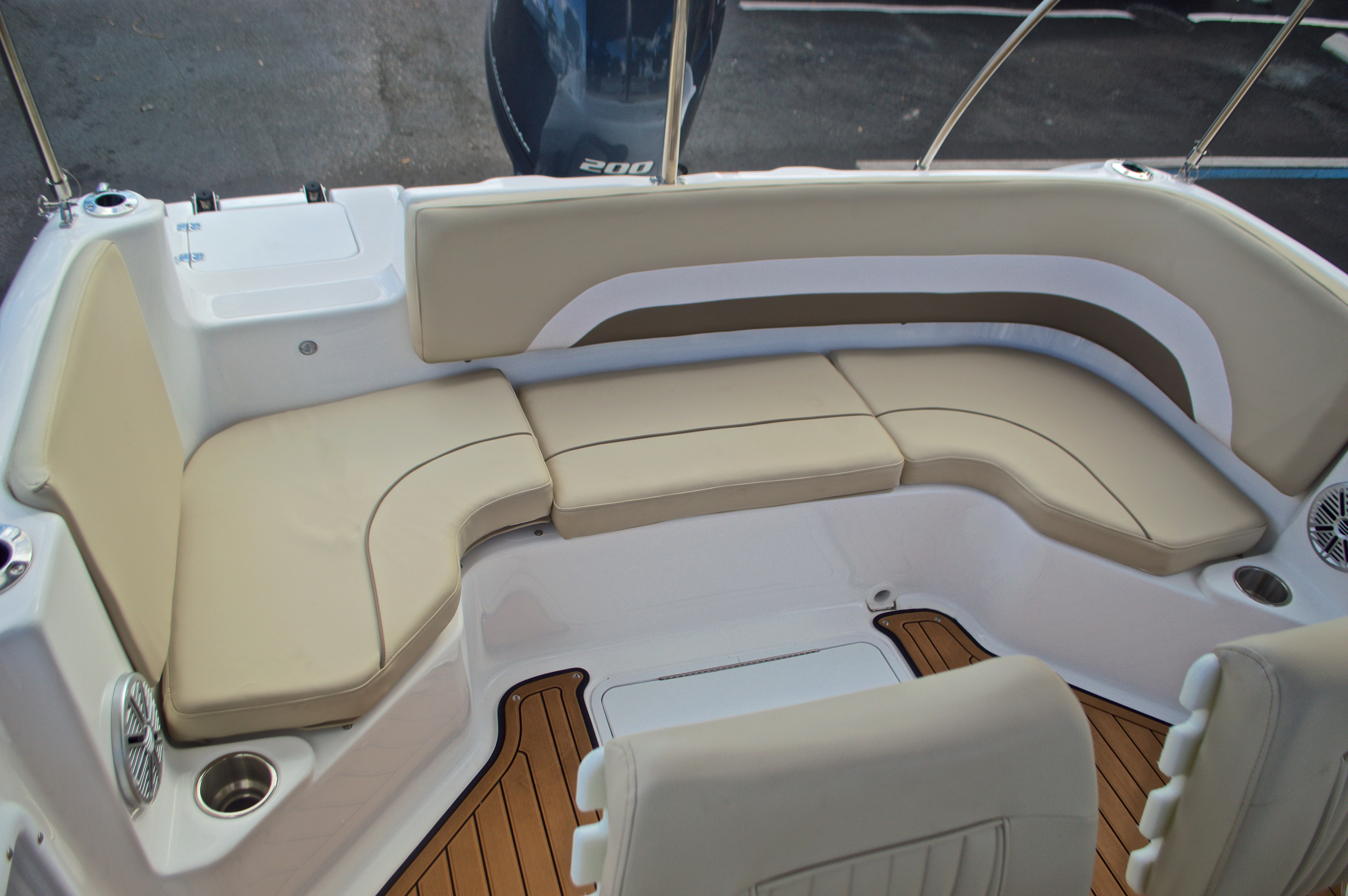 Thumbnail 9 for New 2017 Hurricane Sundeck Sport SS 231 OB boat for sale in West Palm Beach, FL