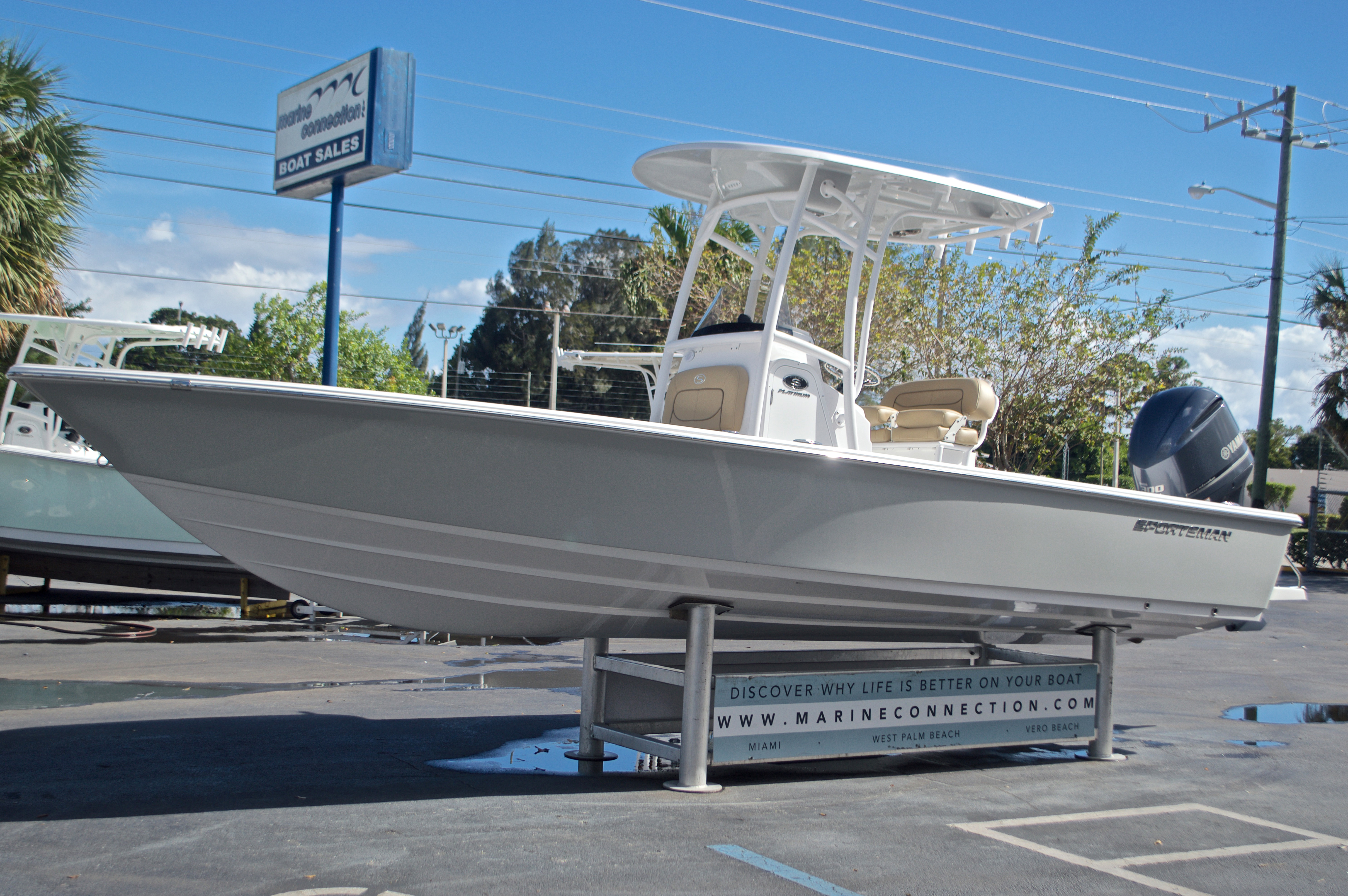 Thumbnail 4 for New 2017 Sportsman Masters 247 Bay Boat boat for sale in West Palm Beach, FL