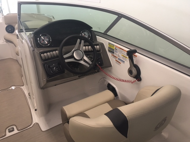 Thumbnail 3 for New 2017 Hurricane SunDeck SD 2200 DC OB boat for sale in Miami, FL
