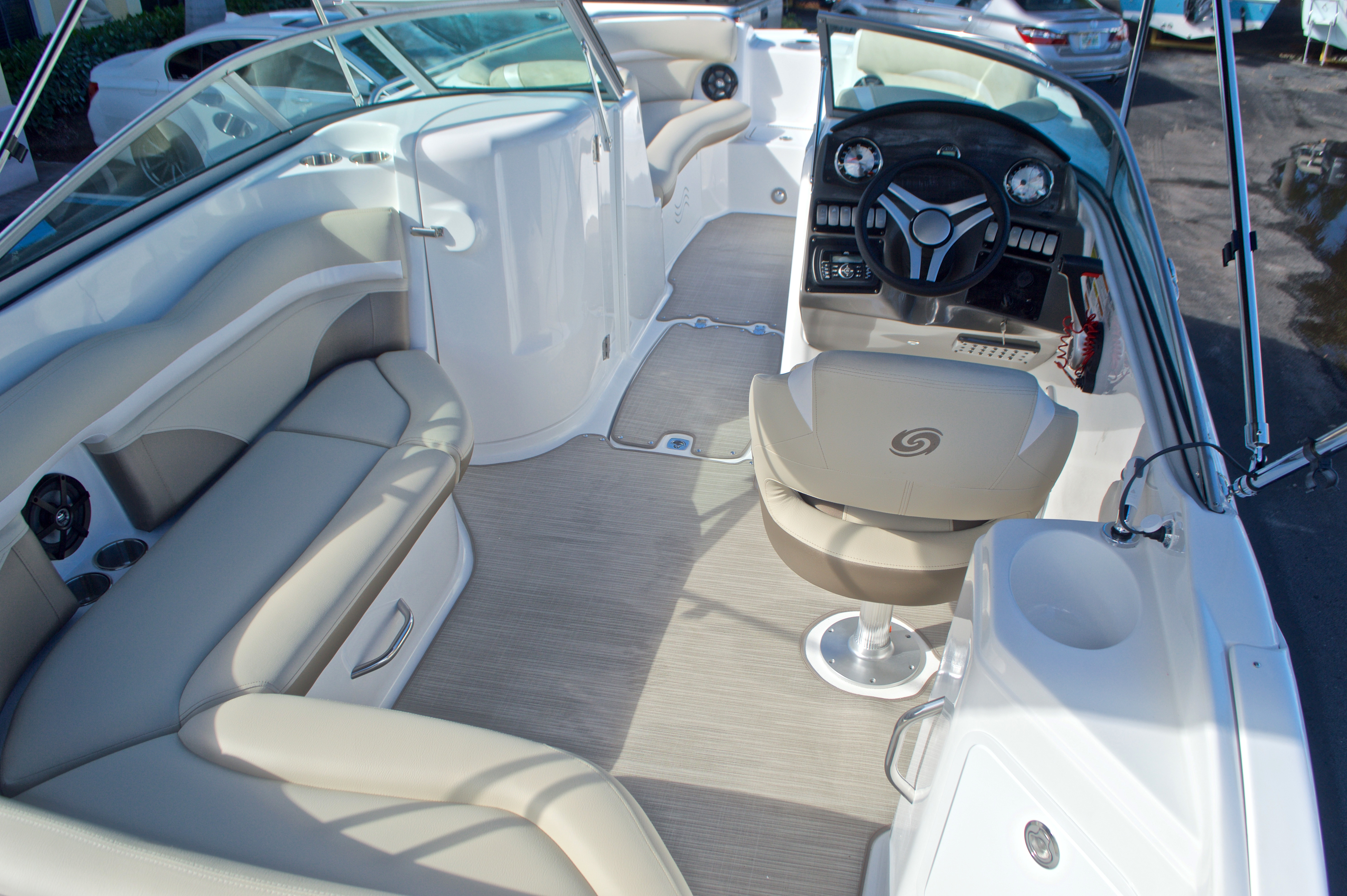 Thumbnail 12 for New 2017 Hurricane SunDeck SD 2200 OB boat for sale in West Palm Beach, FL