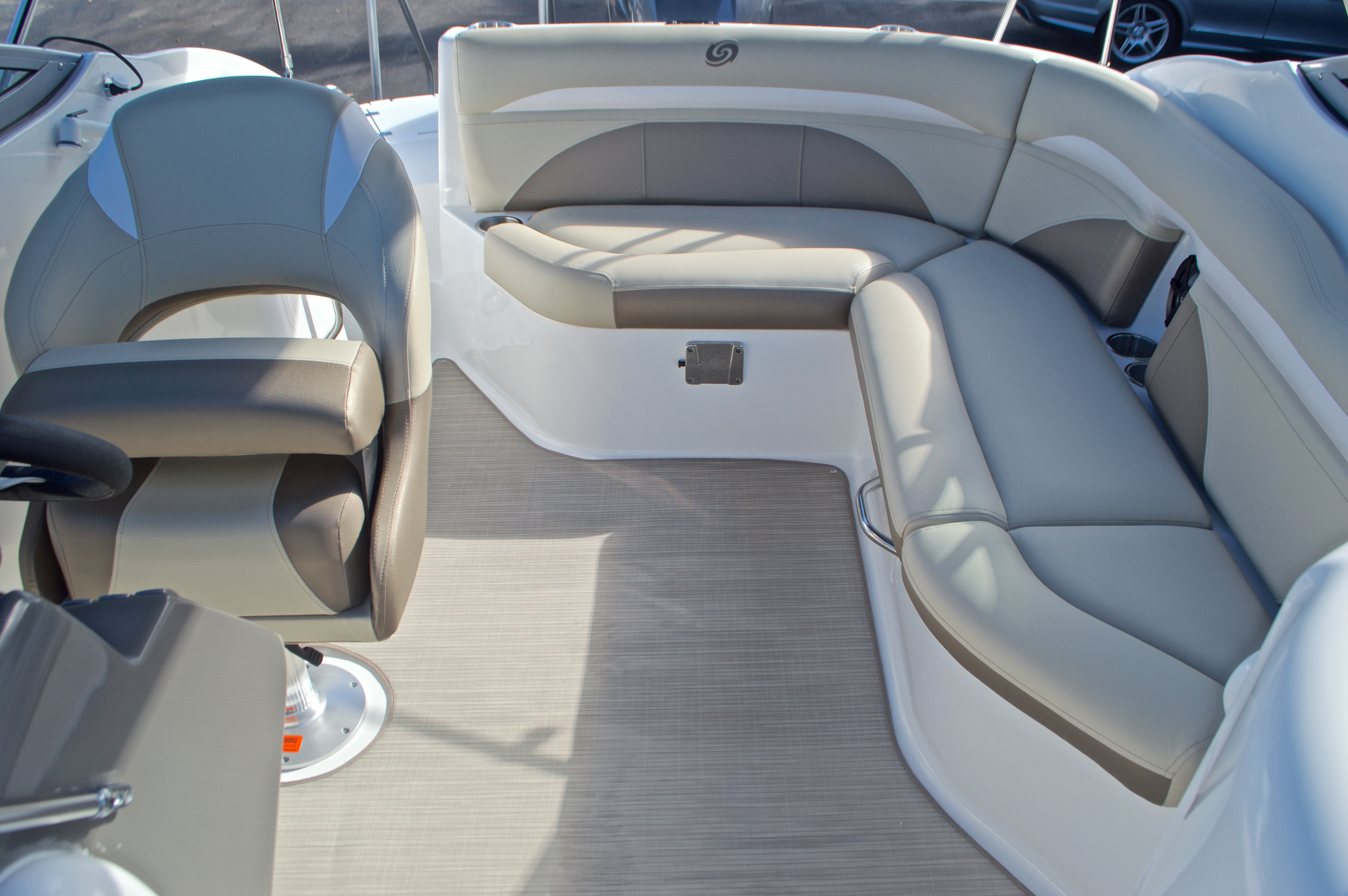 Thumbnail 13 for New 2017 Hurricane SunDeck SD 2200 OB boat for sale in West Palm Beach, FL