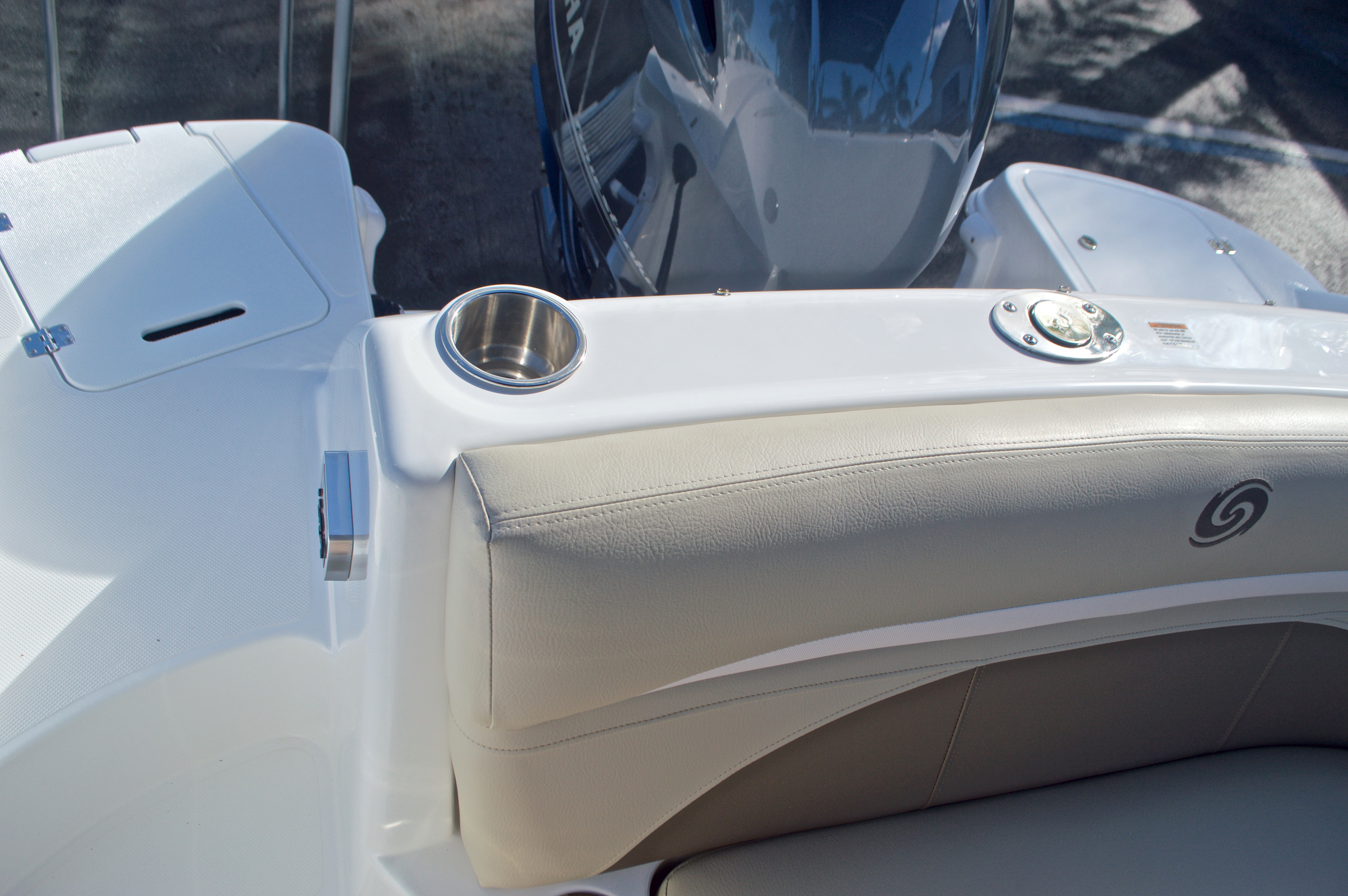Thumbnail 14 for New 2017 Hurricane SunDeck SD 2200 OB boat for sale in West Palm Beach, FL