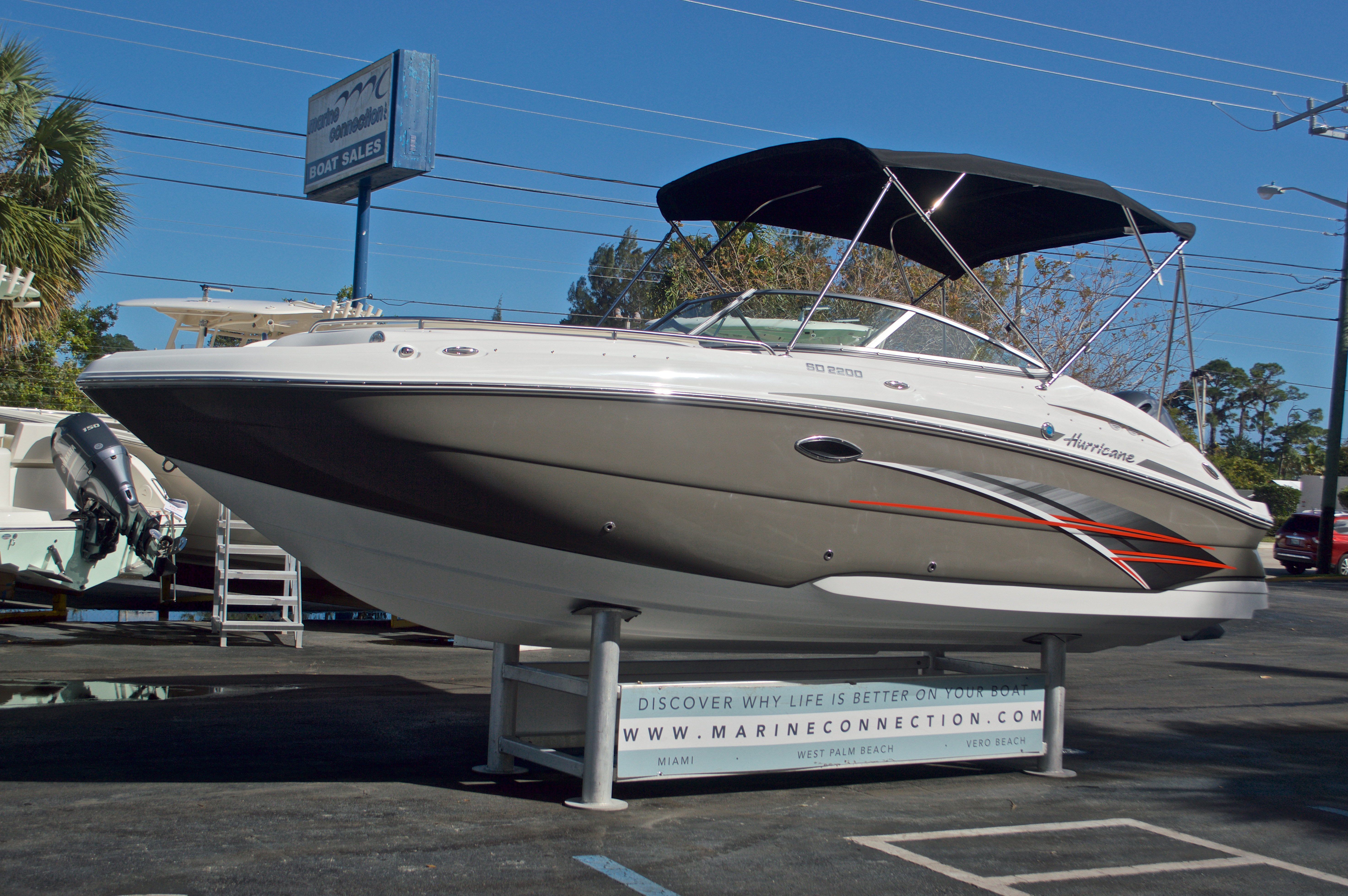 Thumbnail 3 for New 2017 Hurricane SunDeck SD 2200 OB boat for sale in West Palm Beach, FL
