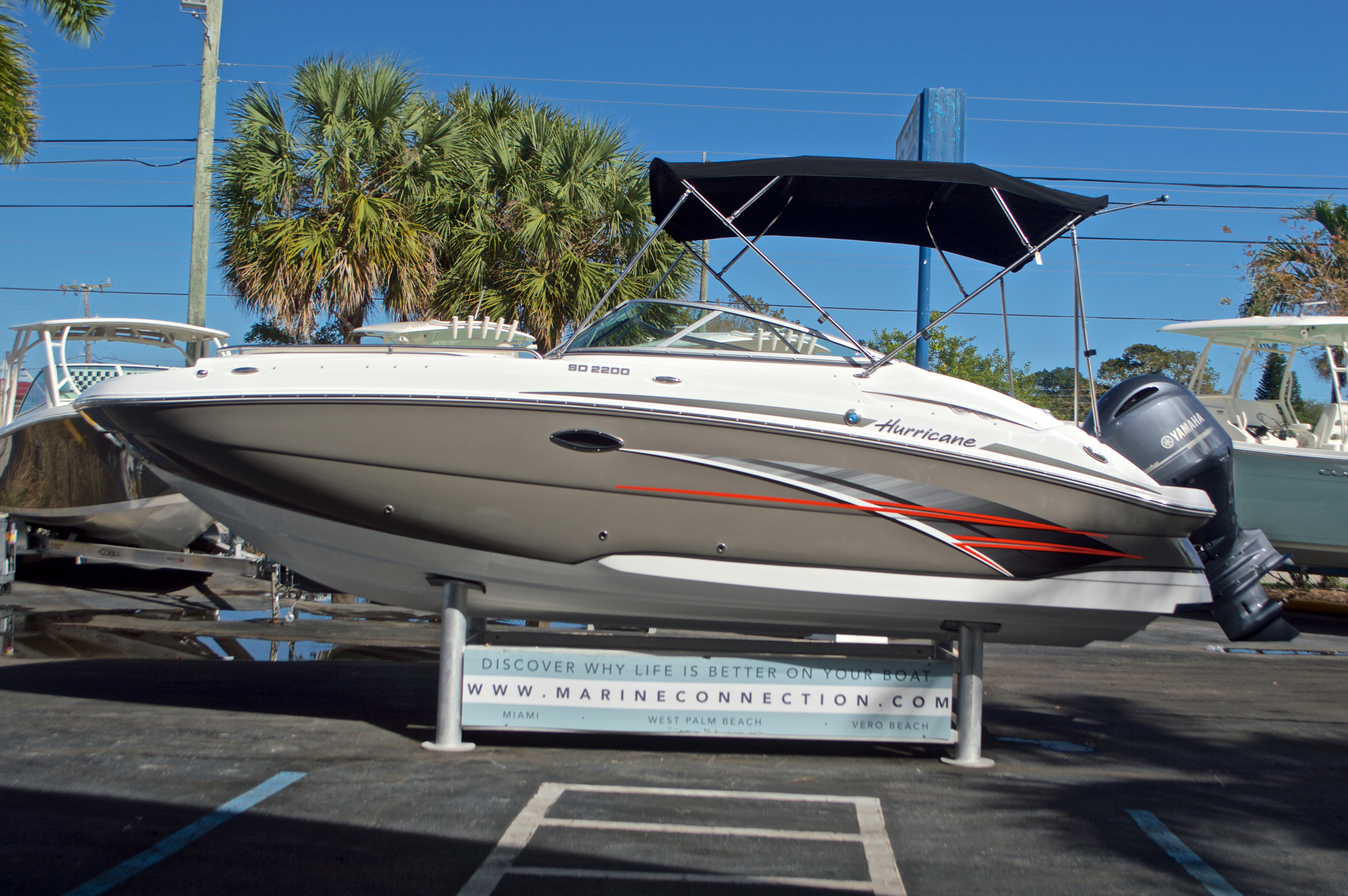 Thumbnail 4 for New 2017 Hurricane SunDeck SD 2200 OB boat for sale in West Palm Beach, FL
