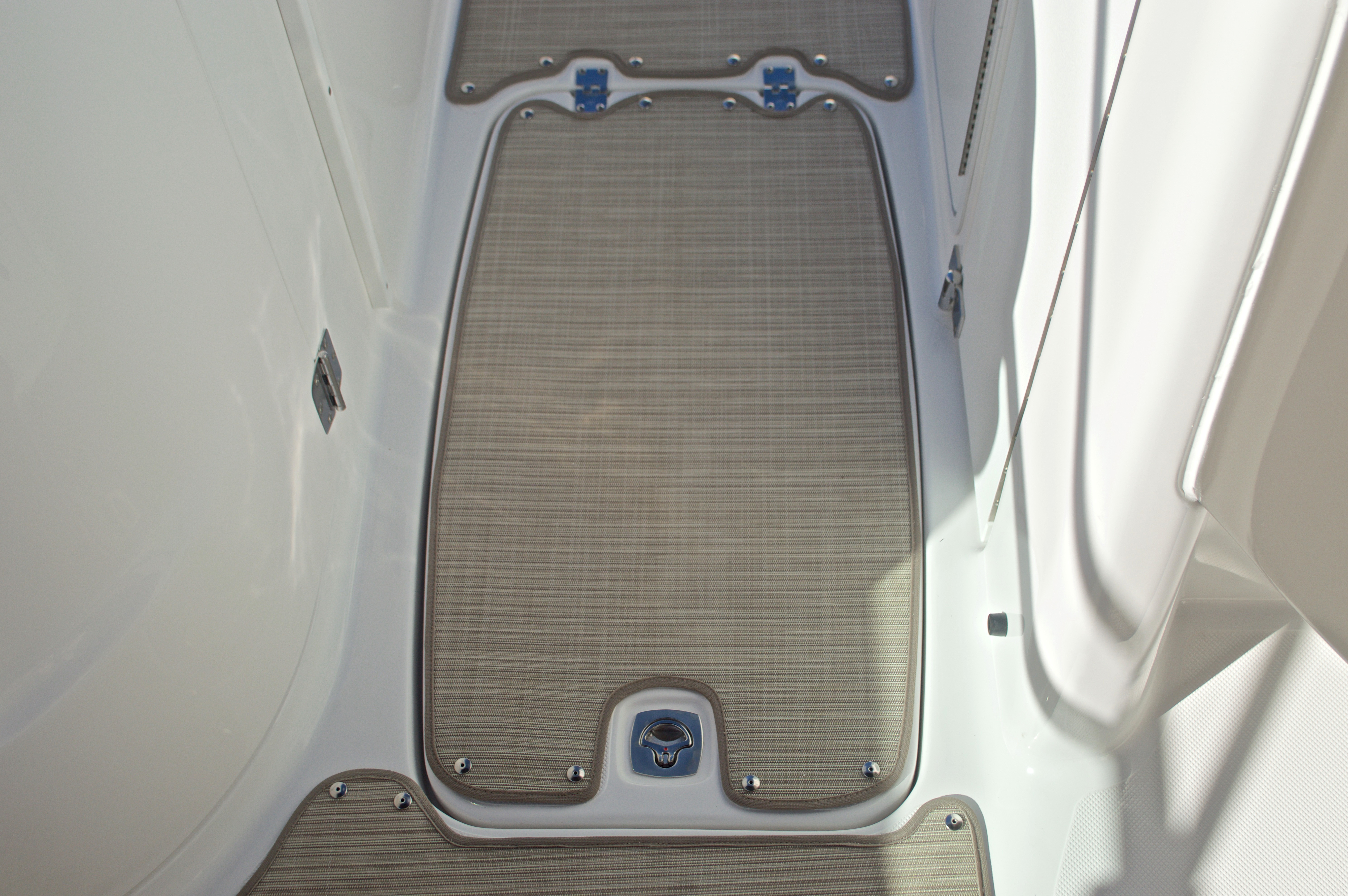 Thumbnail 37 for New 2017 Hurricane SunDeck SD 2200 OB boat for sale in West Palm Beach, FL