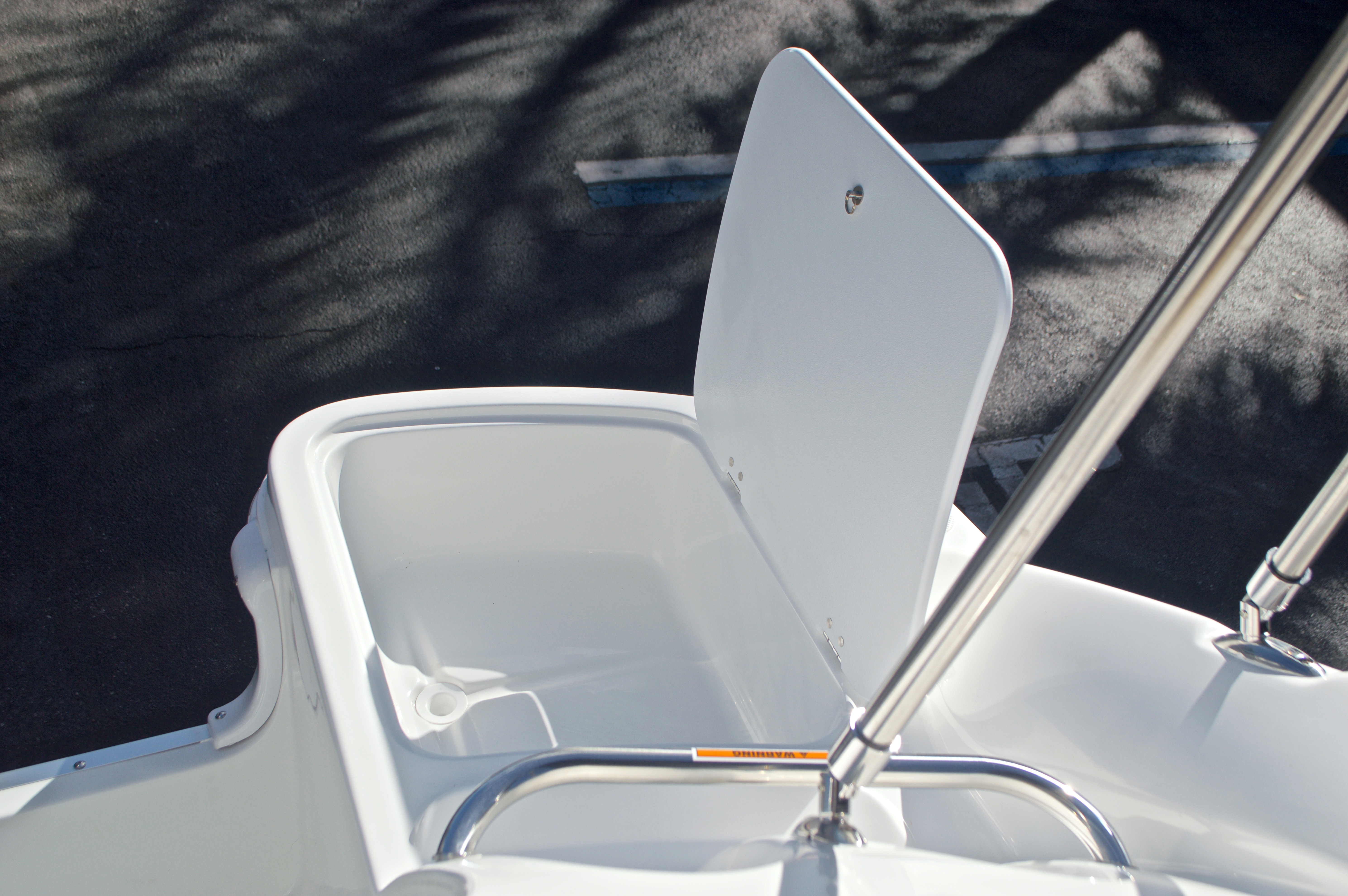 Thumbnail 17 for New 2017 Hurricane SunDeck SD 2200 OB boat for sale in West Palm Beach, FL