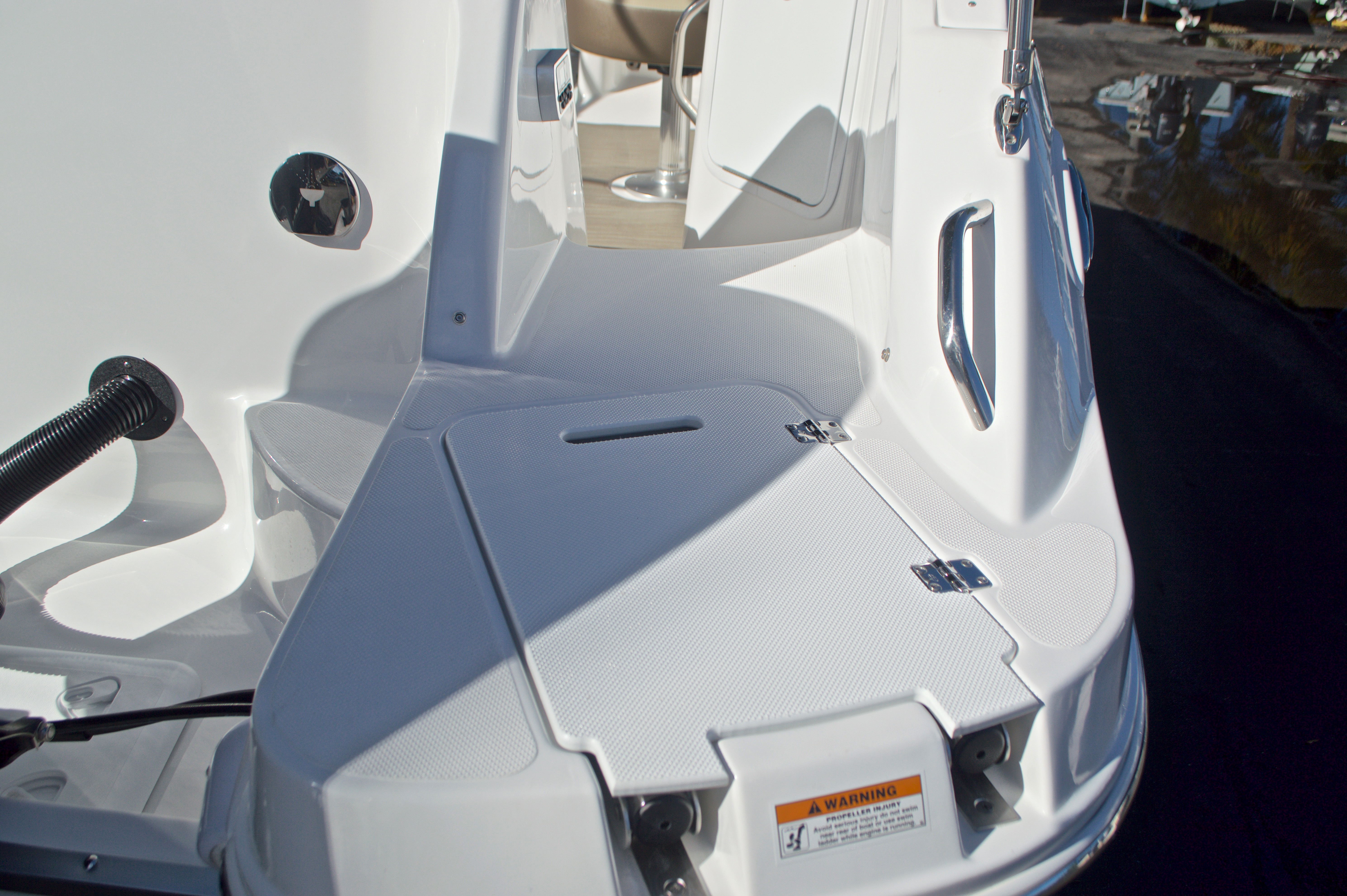 Thumbnail 8 for New 2017 Hurricane SunDeck SD 2200 OB boat for sale in West Palm Beach, FL