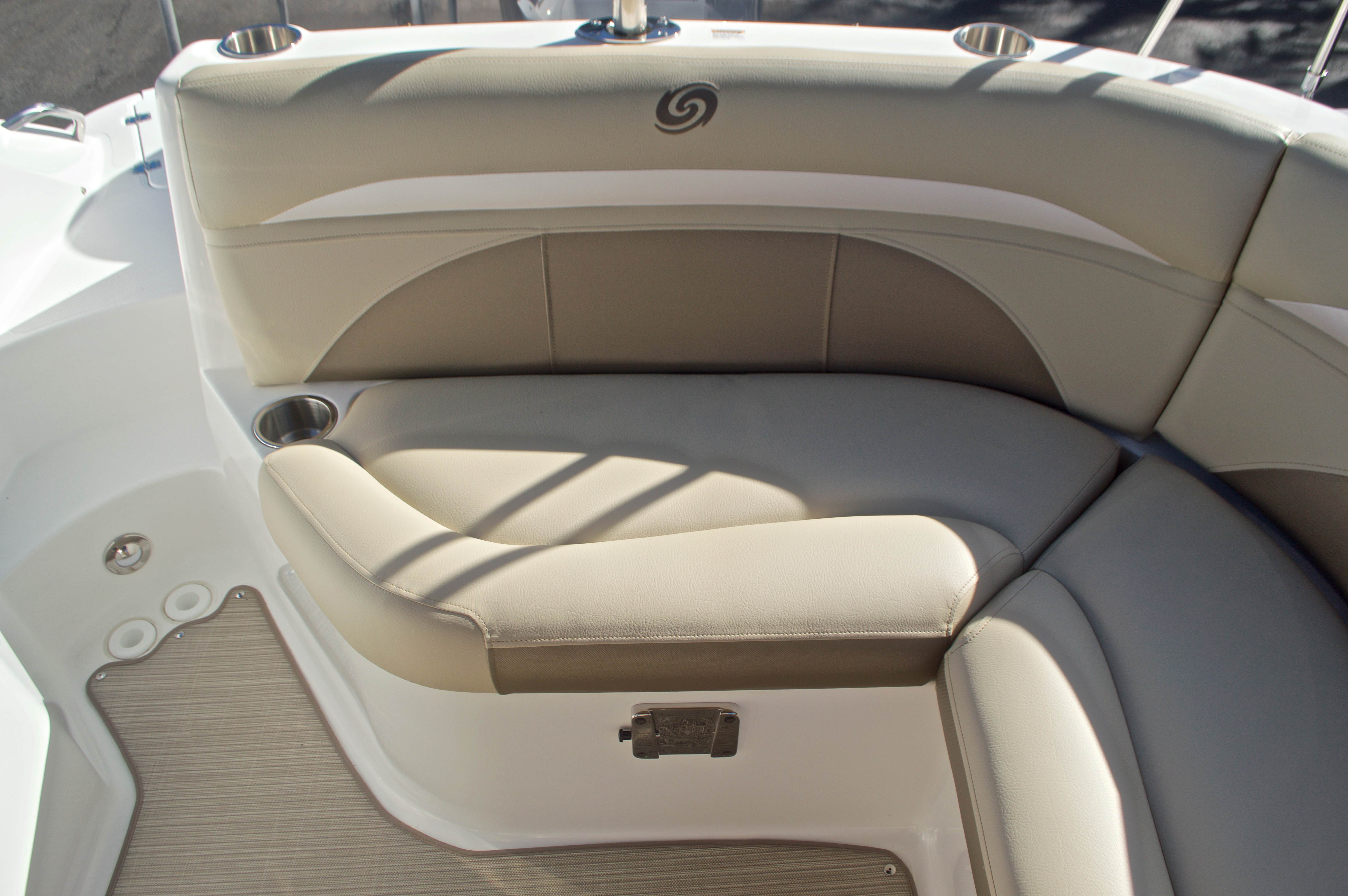 Thumbnail 20 for New 2017 Hurricane SunDeck SD 2200 OB boat for sale in West Palm Beach, FL