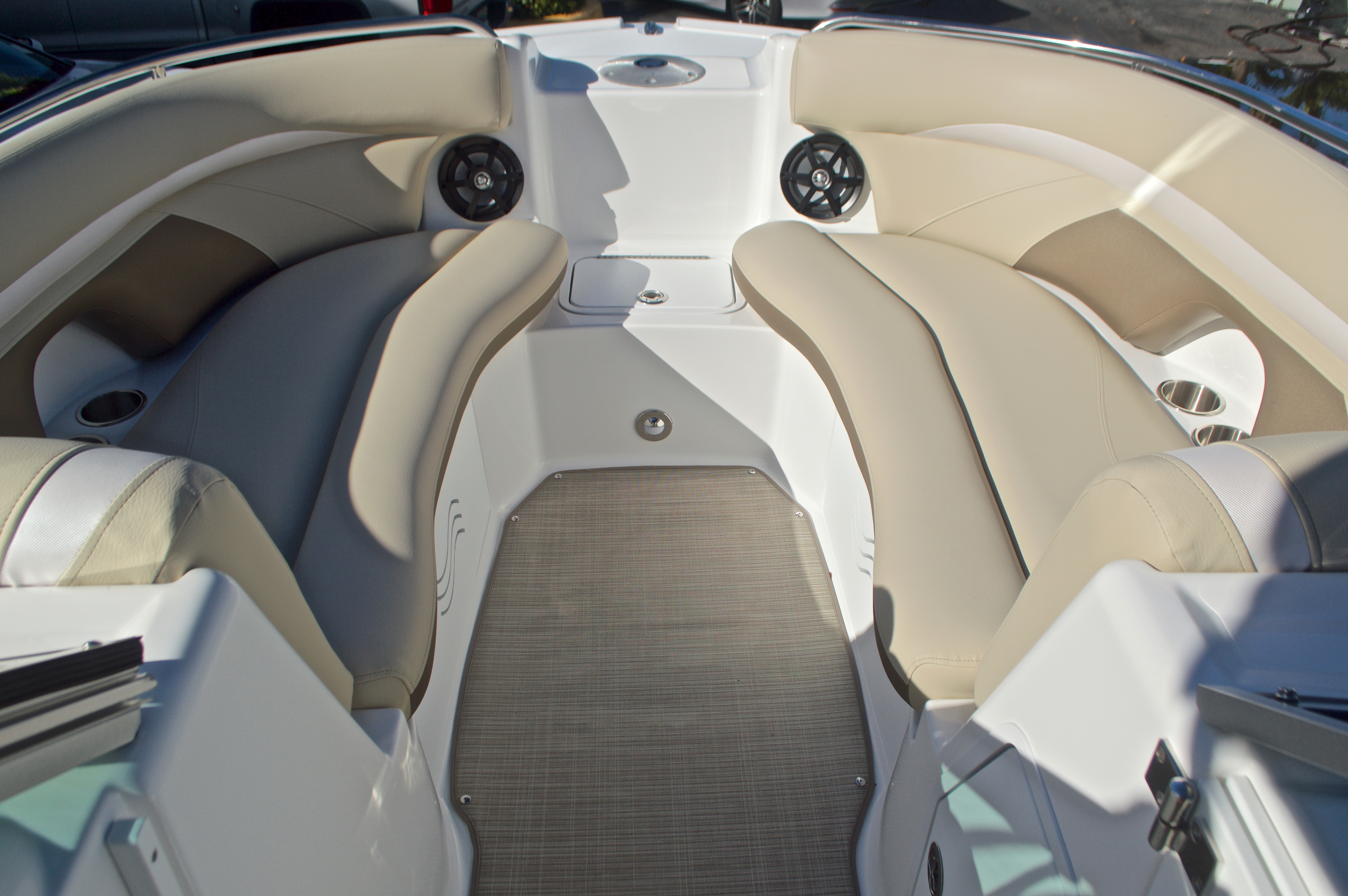 Thumbnail 45 for New 2017 Hurricane SunDeck SD 2200 OB boat for sale in West Palm Beach, FL