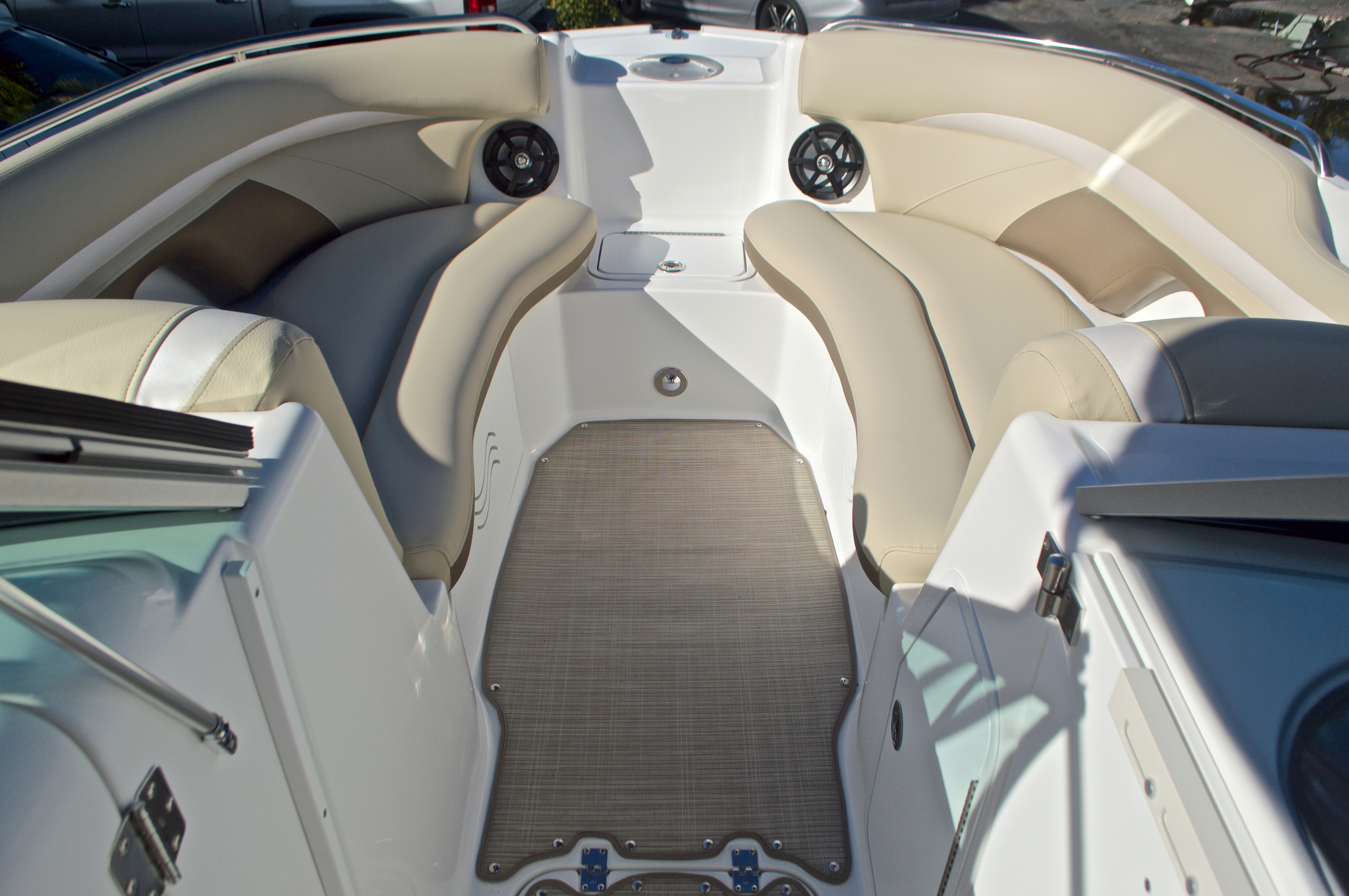Thumbnail 44 for New 2017 Hurricane SunDeck SD 2200 OB boat for sale in West Palm Beach, FL