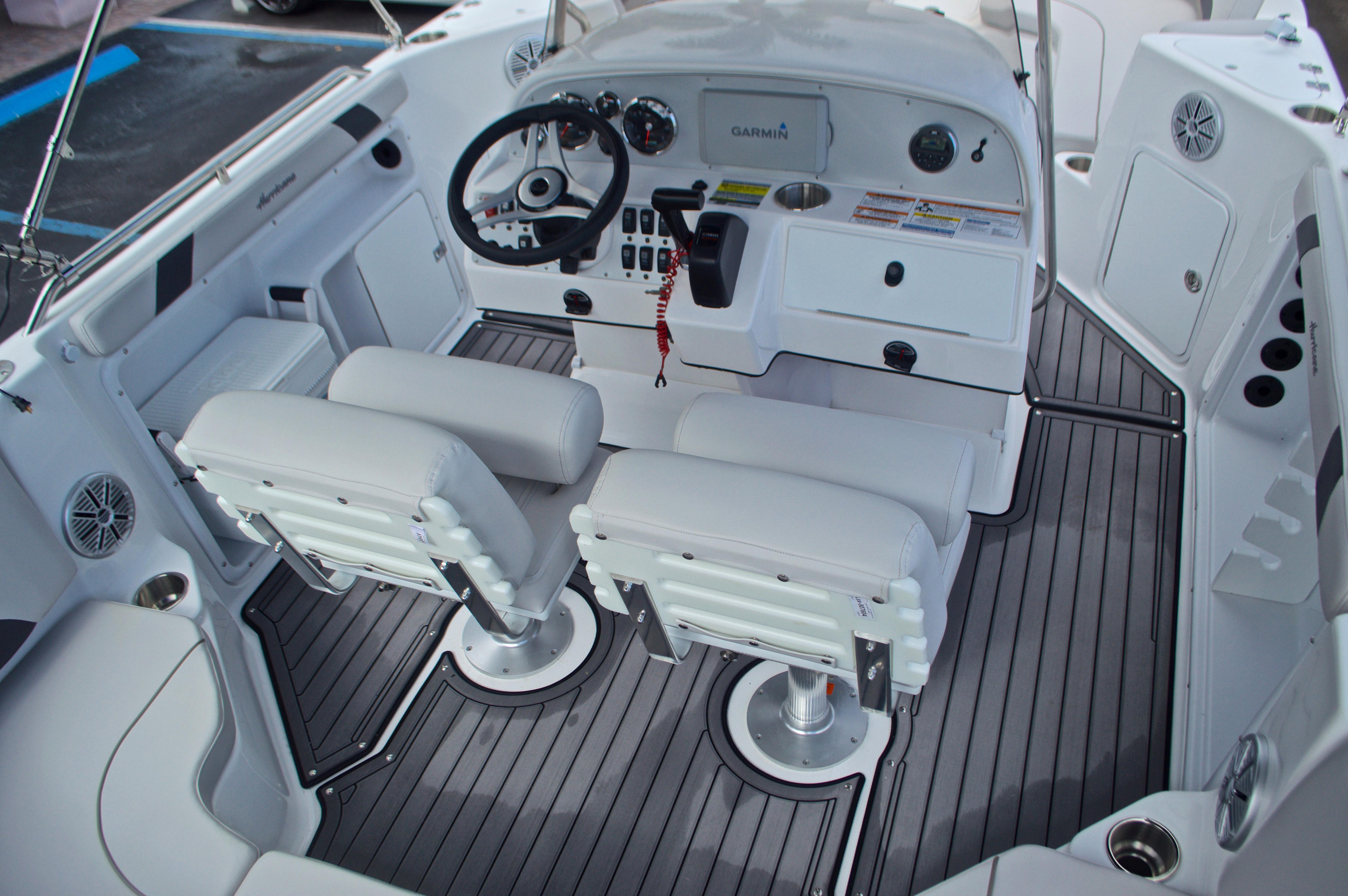 Thumbnail 11 for New 2017 Hurricane SunDeck Sport SS 211 OB boat for sale in Vero Beach, FL