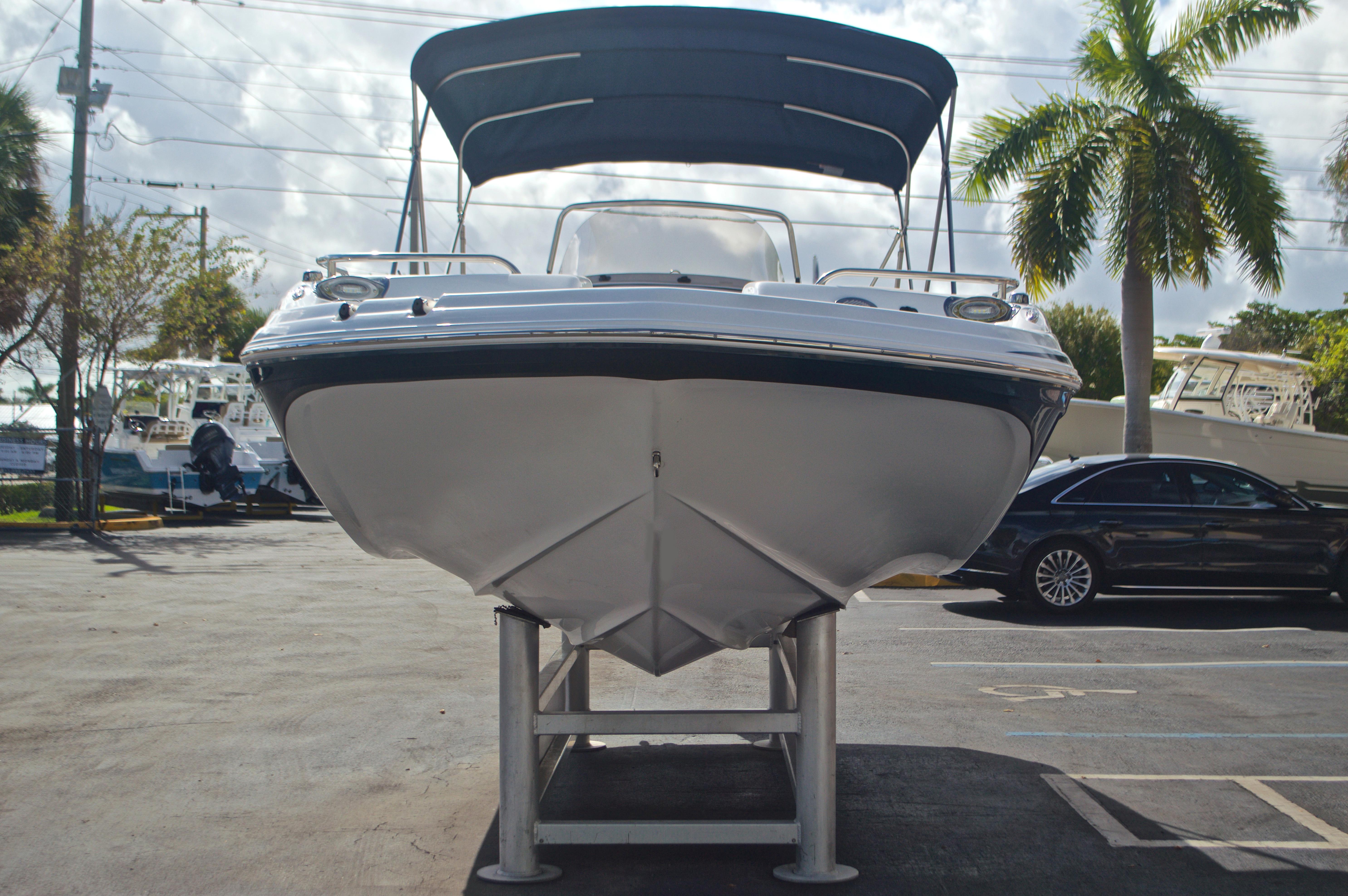 Thumbnail 2 for New 2017 Hurricane SunDeck Sport SS 211 OB boat for sale in Vero Beach, FL