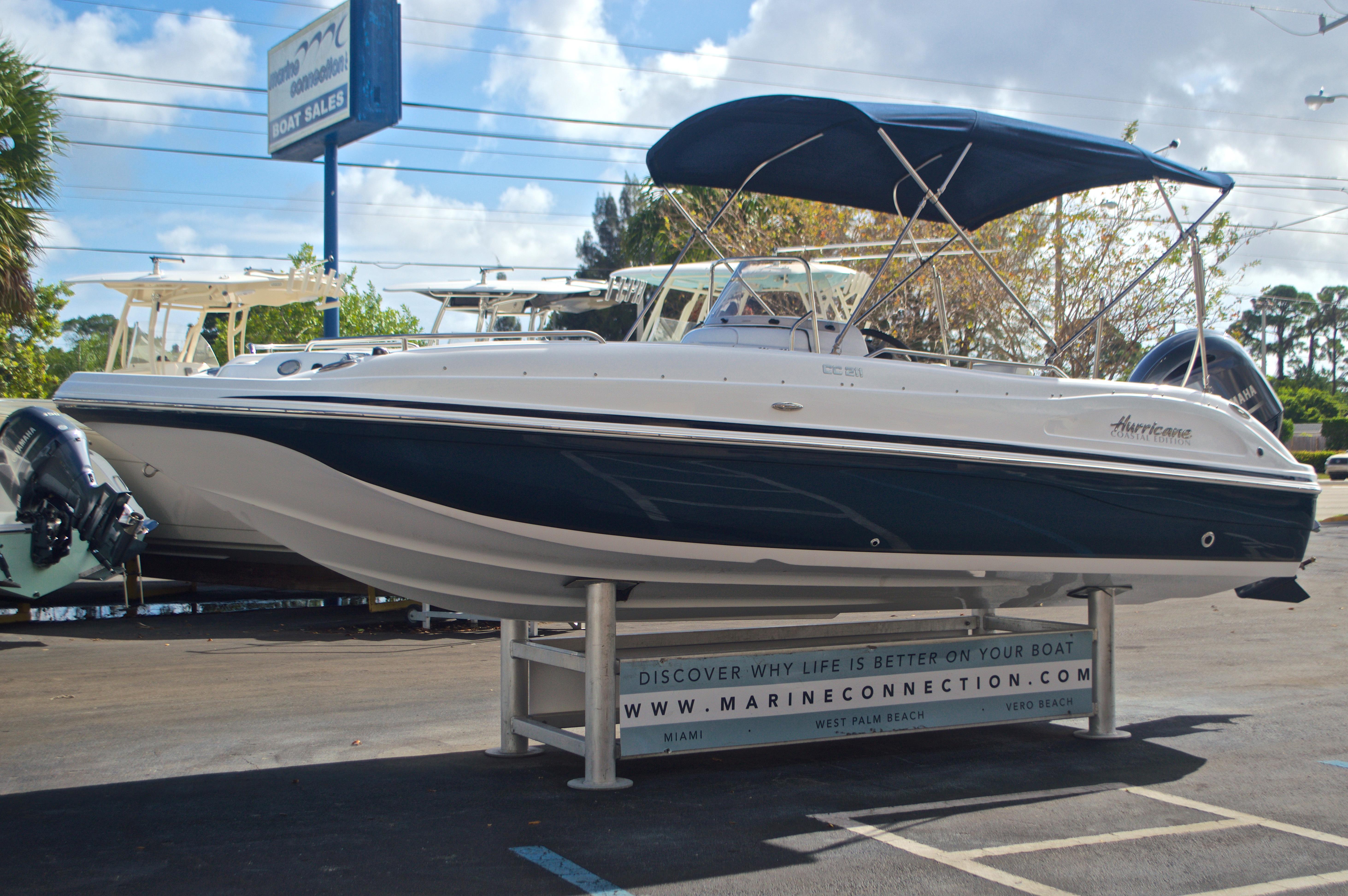 Thumbnail 3 for New 2017 Hurricane SunDeck Sport SS 211 OB boat for sale in Vero Beach, FL