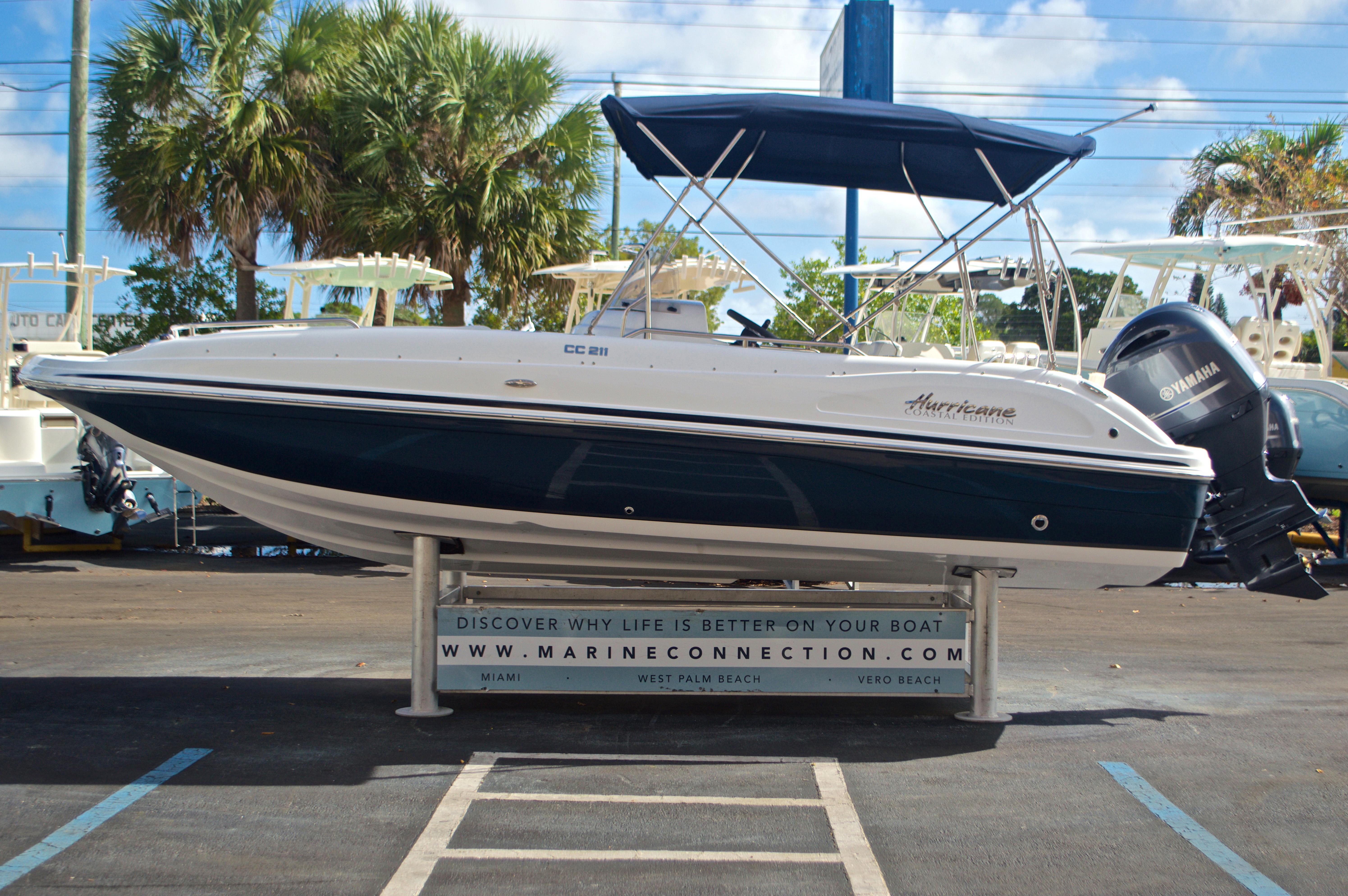 Thumbnail 4 for New 2017 Hurricane SunDeck Sport SS 211 OB boat for sale in Vero Beach, FL