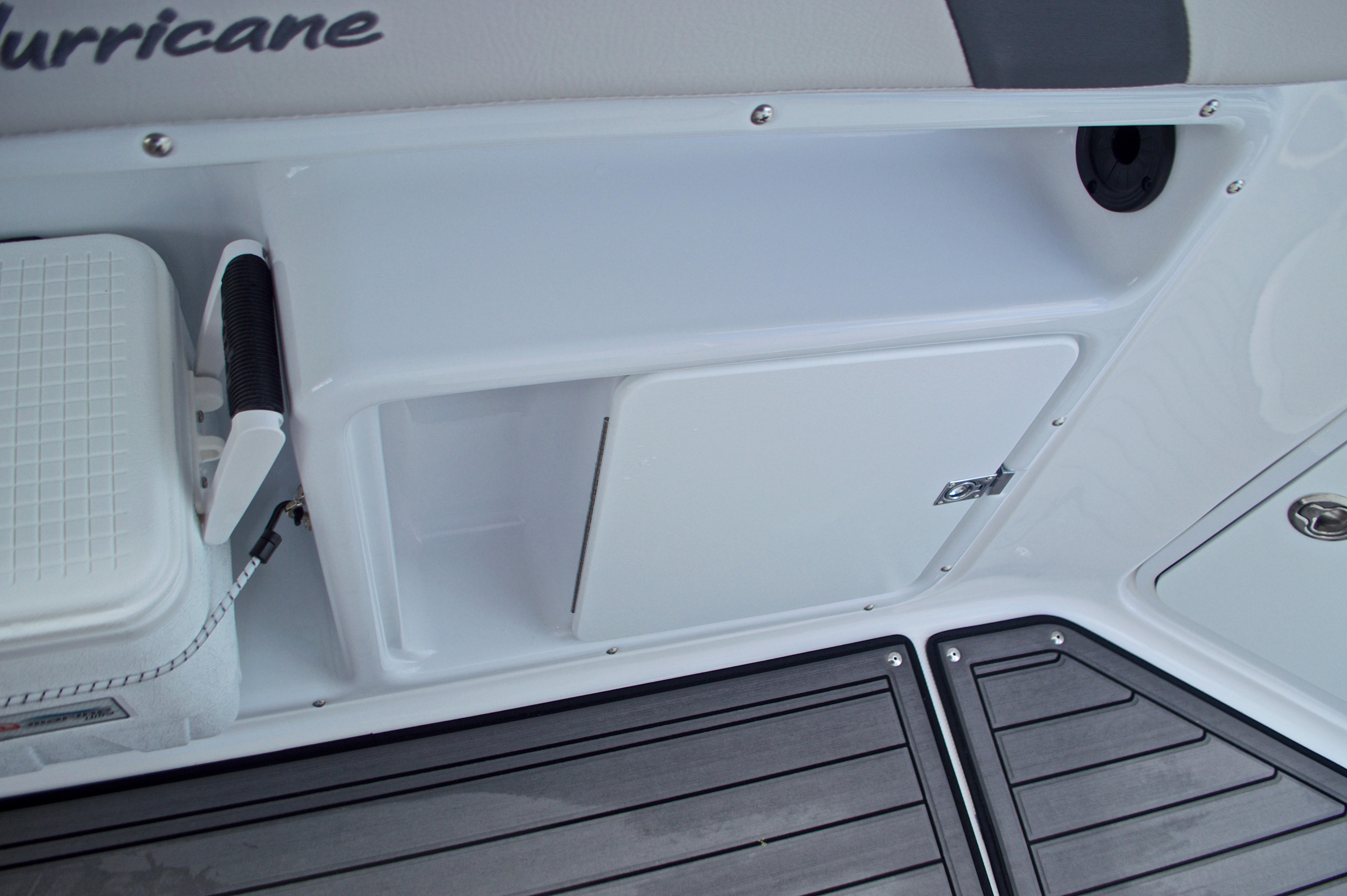 Thumbnail 26 for New 2017 Hurricane SunDeck Sport SS 211 OB boat for sale in Vero Beach, FL