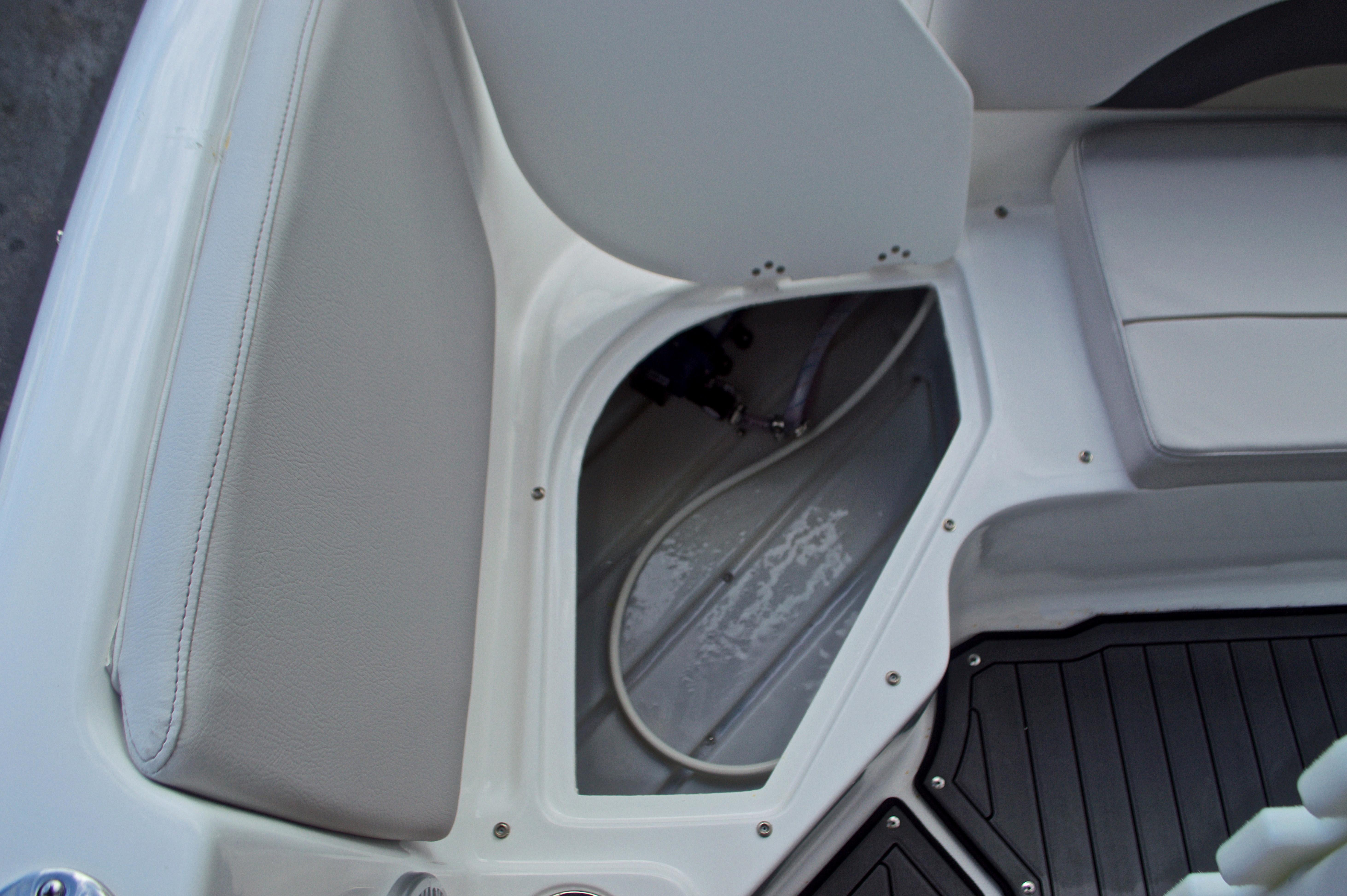Thumbnail 17 for New 2017 Hurricane SunDeck Sport SS 211 OB boat for sale in Vero Beach, FL