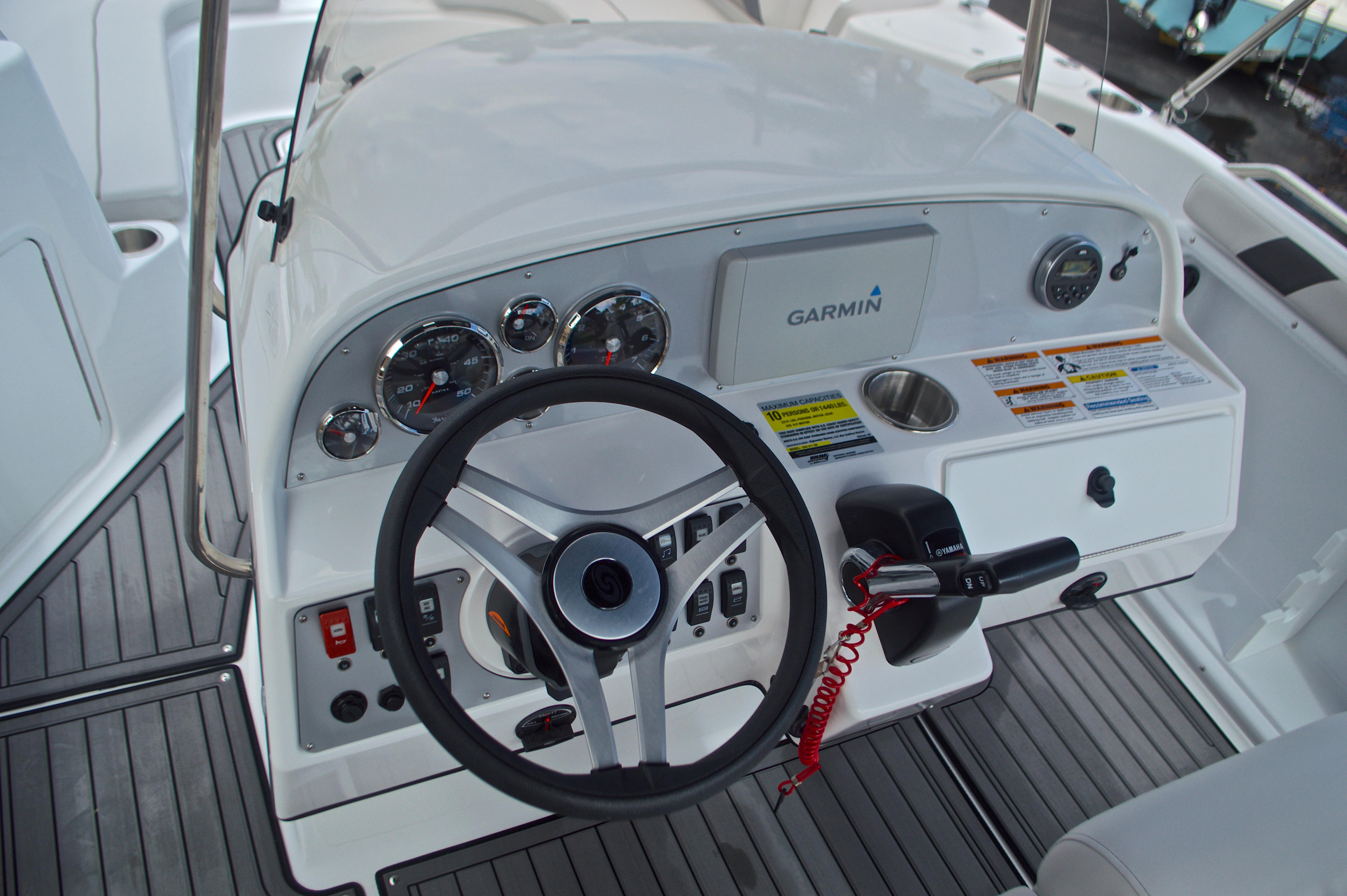 Thumbnail 28 for New 2017 Hurricane SunDeck Sport SS 211 OB boat for sale in Vero Beach, FL