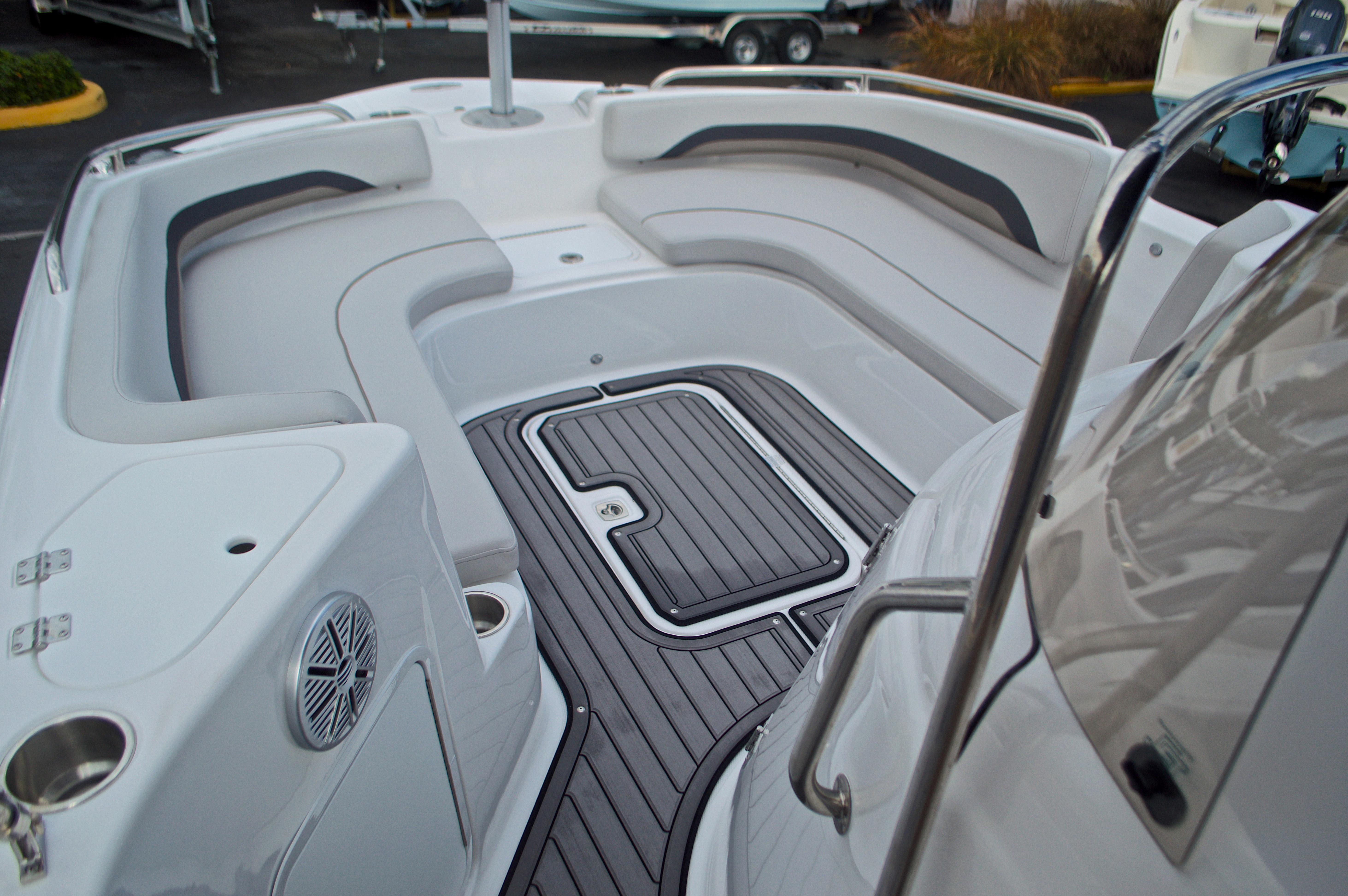 Thumbnail 44 for New 2017 Hurricane SunDeck Sport SS 211 OB boat for sale in Vero Beach, FL