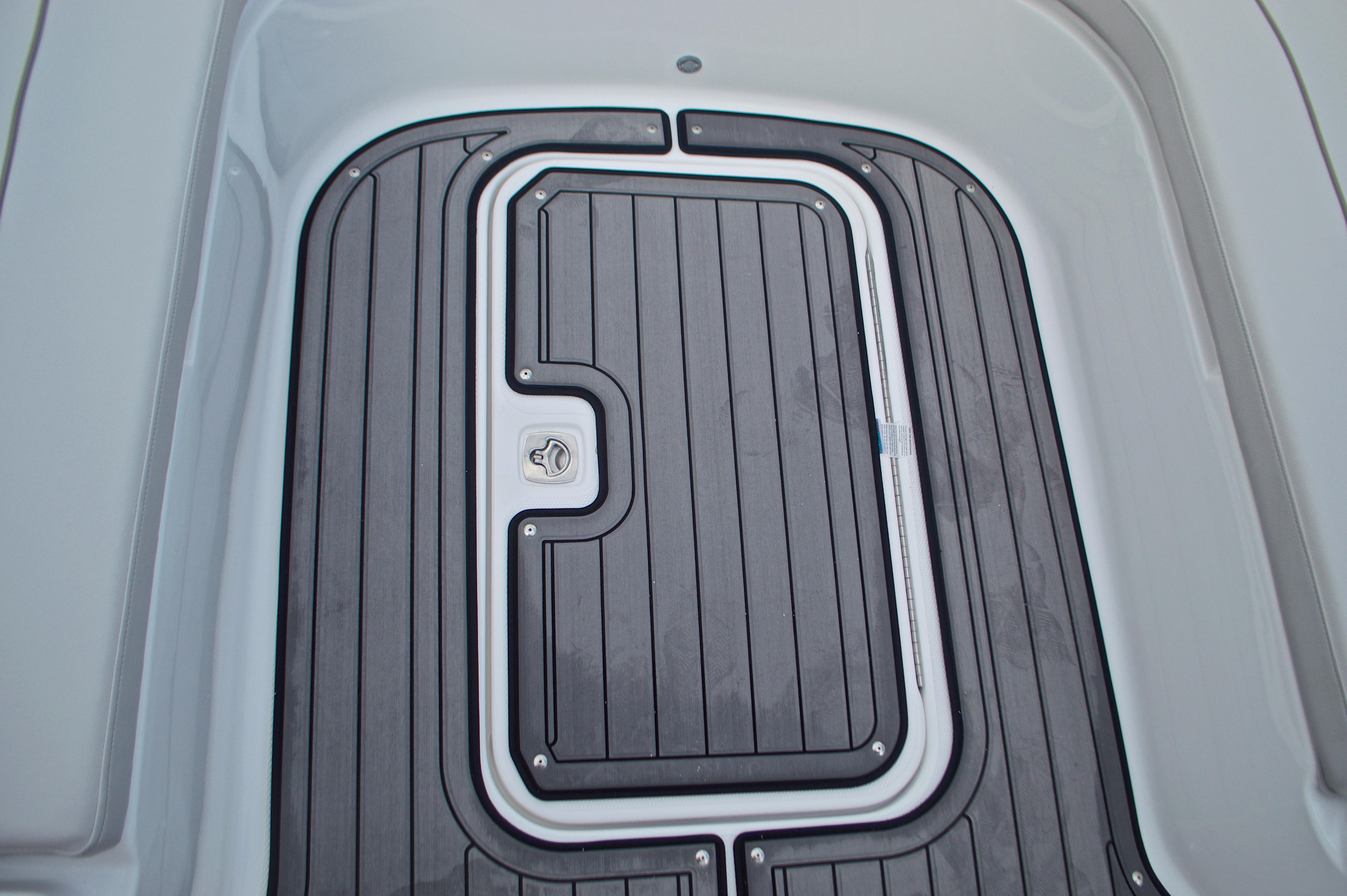 Thumbnail 48 for New 2017 Hurricane SunDeck Sport SS 211 OB boat for sale in Vero Beach, FL