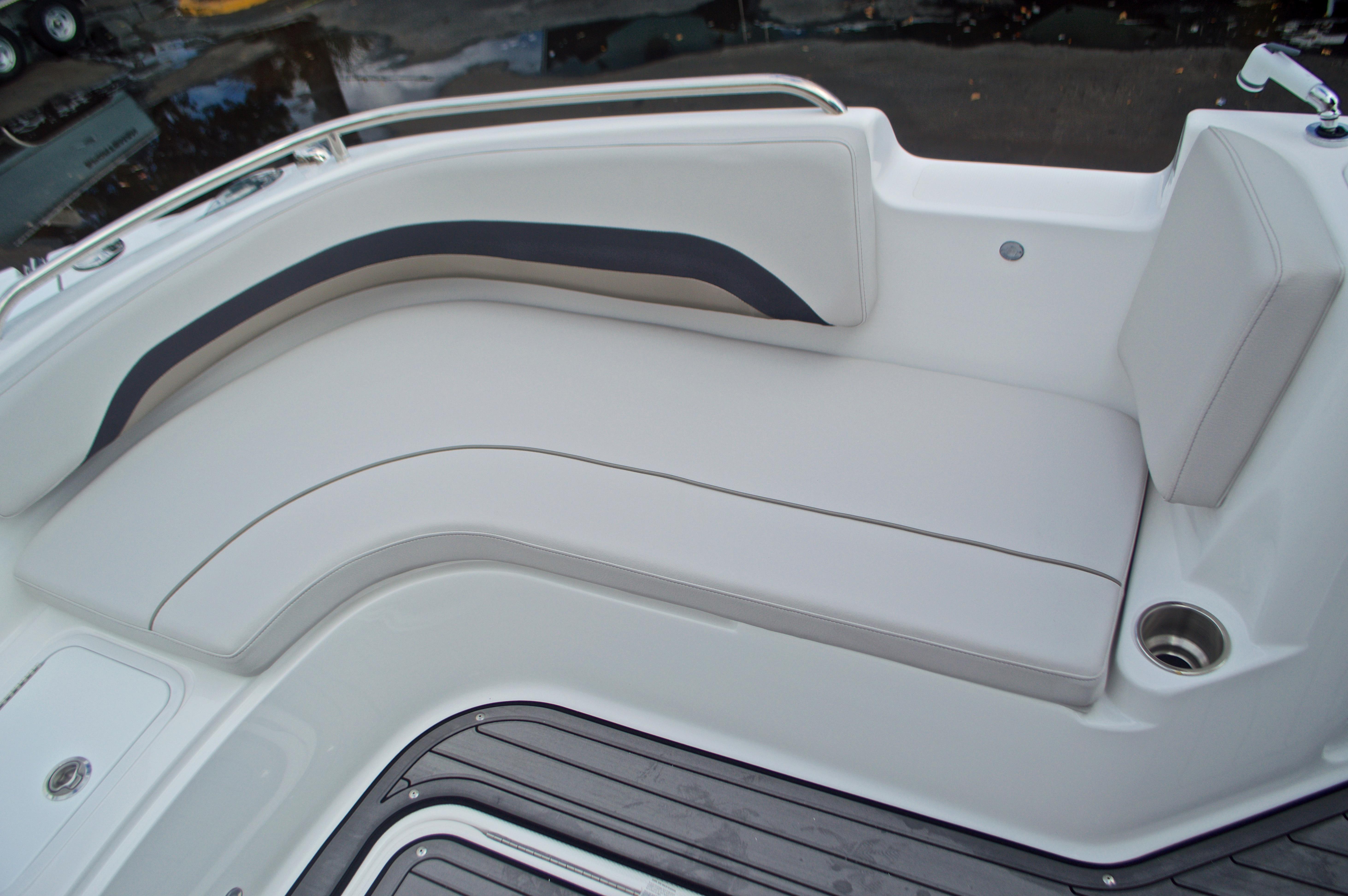 Thumbnail 52 for New 2017 Hurricane SunDeck Sport SS 211 OB boat for sale in Vero Beach, FL