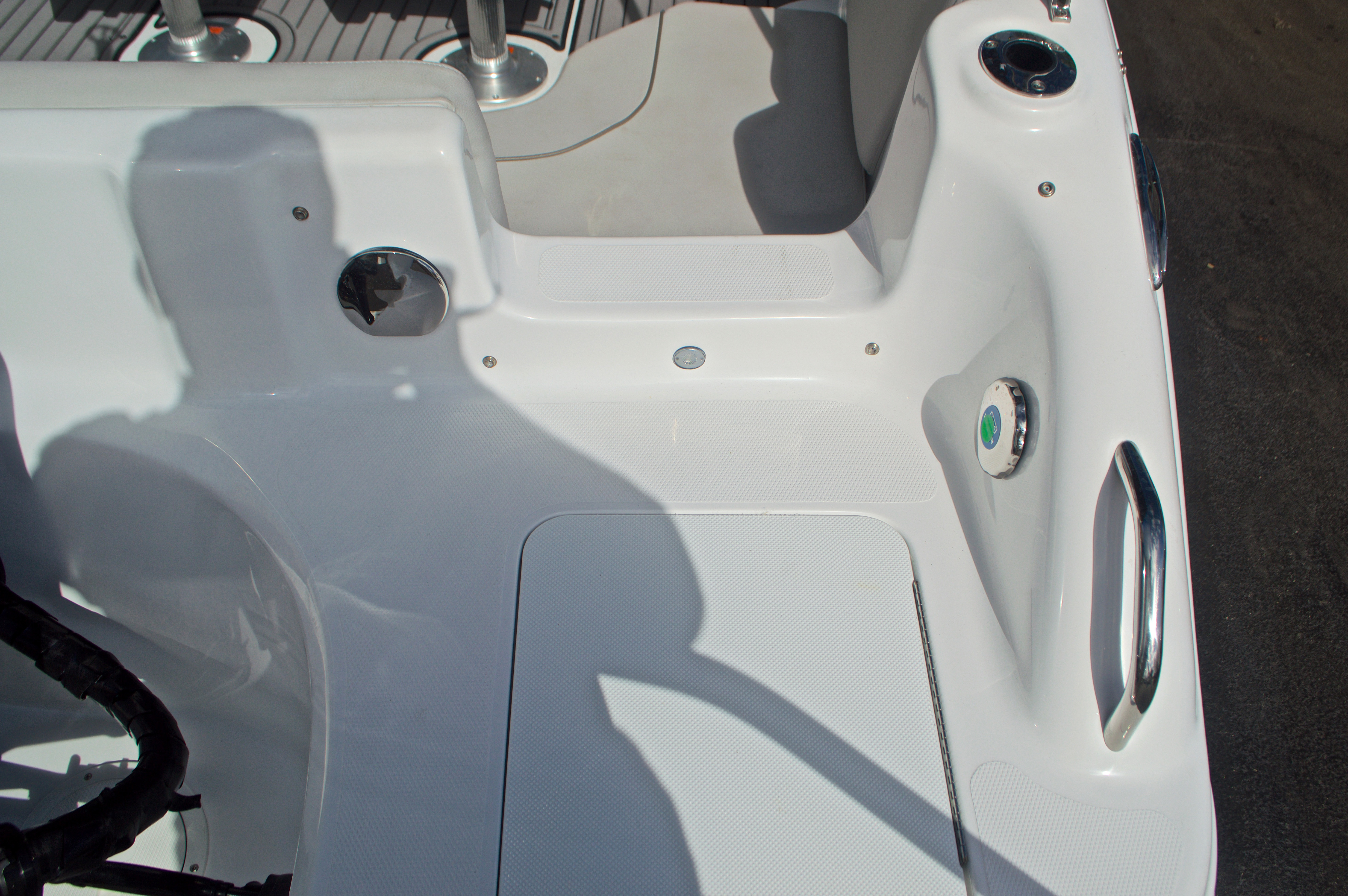 Thumbnail 9 for New 2017 Hurricane SunDeck Sport SS 211 OB boat for sale in Vero Beach, FL