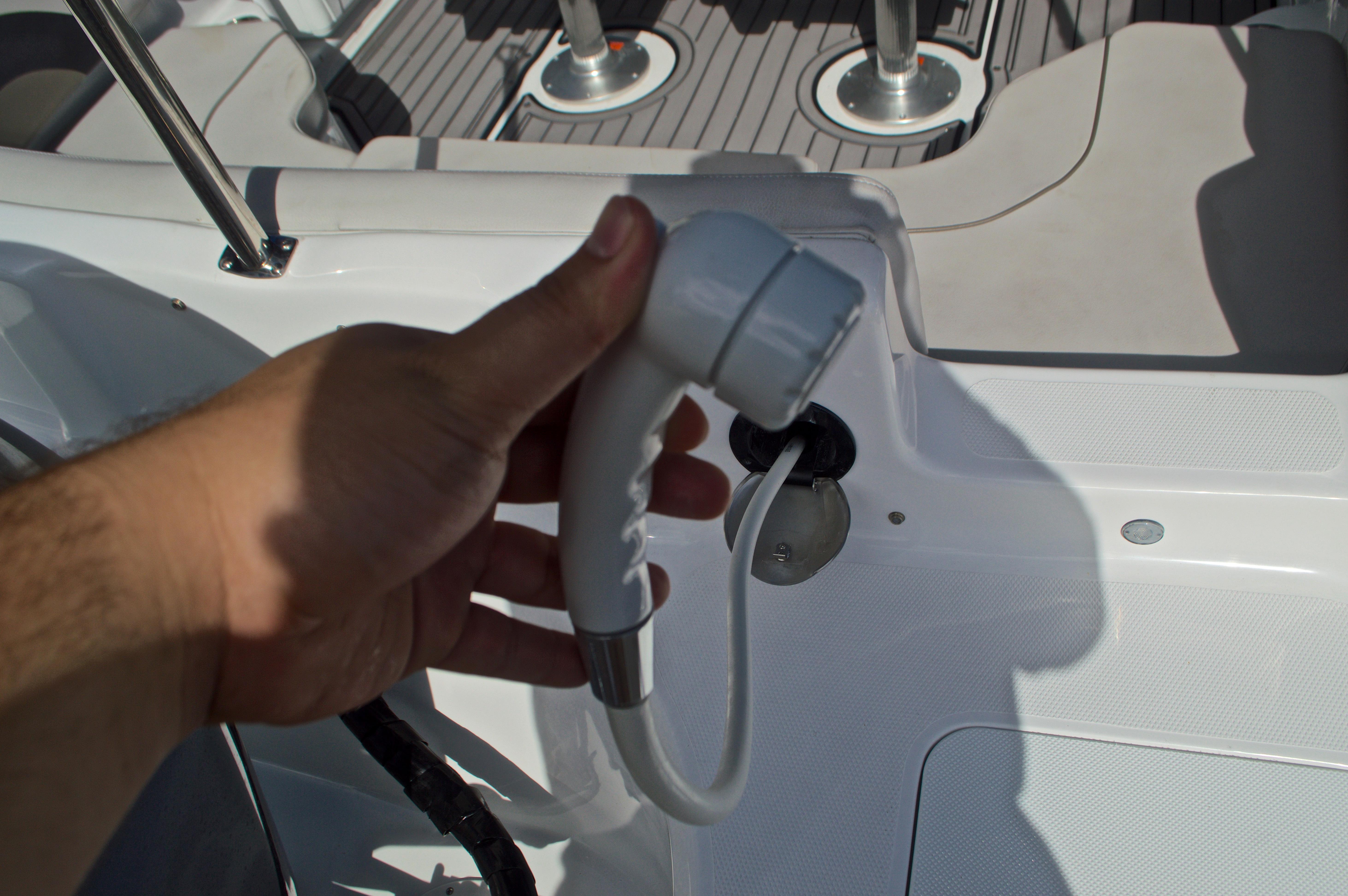 Thumbnail 10 for New 2017 Hurricane SunDeck Sport SS 211 OB boat for sale in Vero Beach, FL