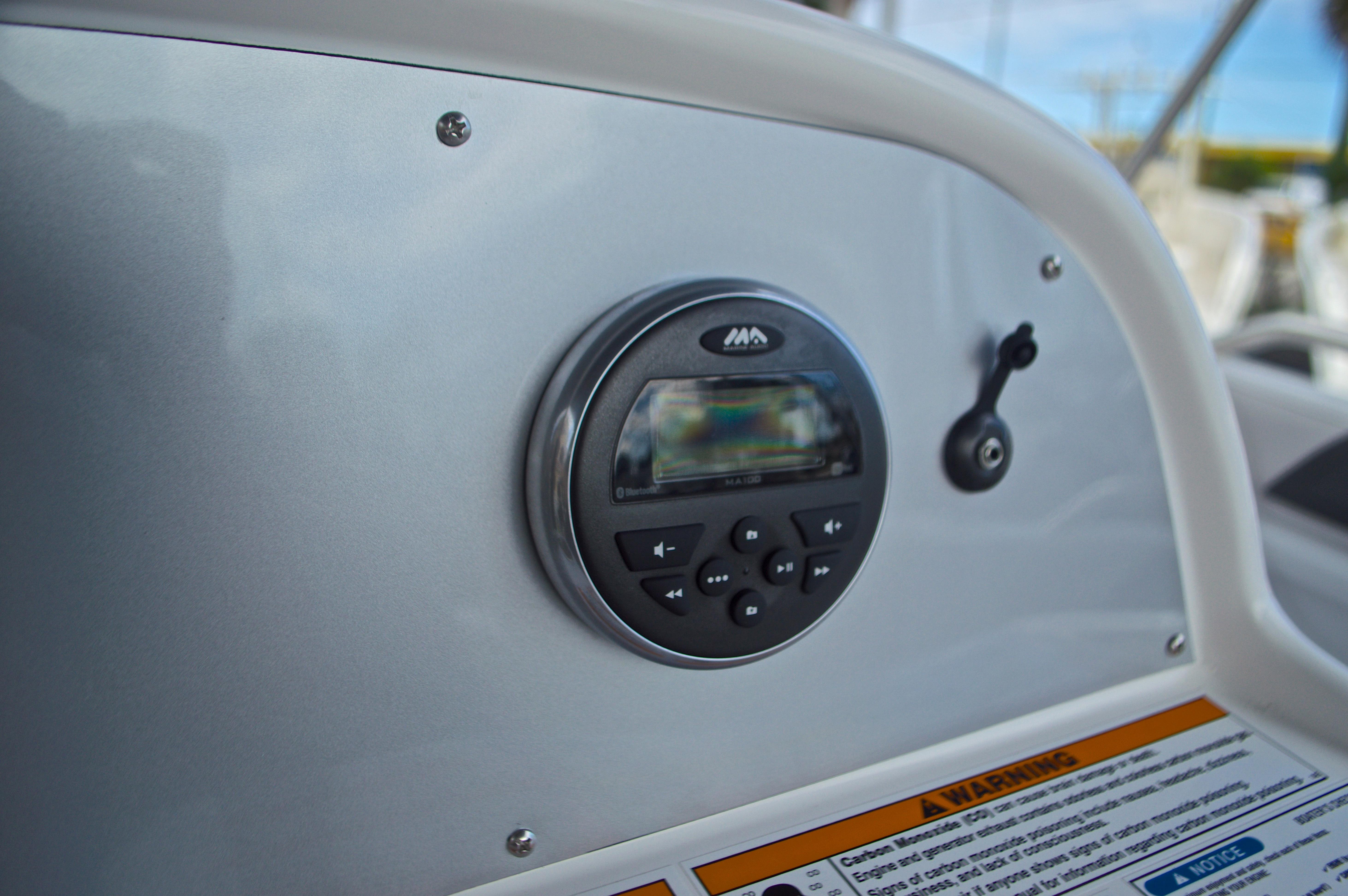 Thumbnail 32 for New 2017 Hurricane SunDeck Sport SS 211 OB boat for sale in Vero Beach, FL
