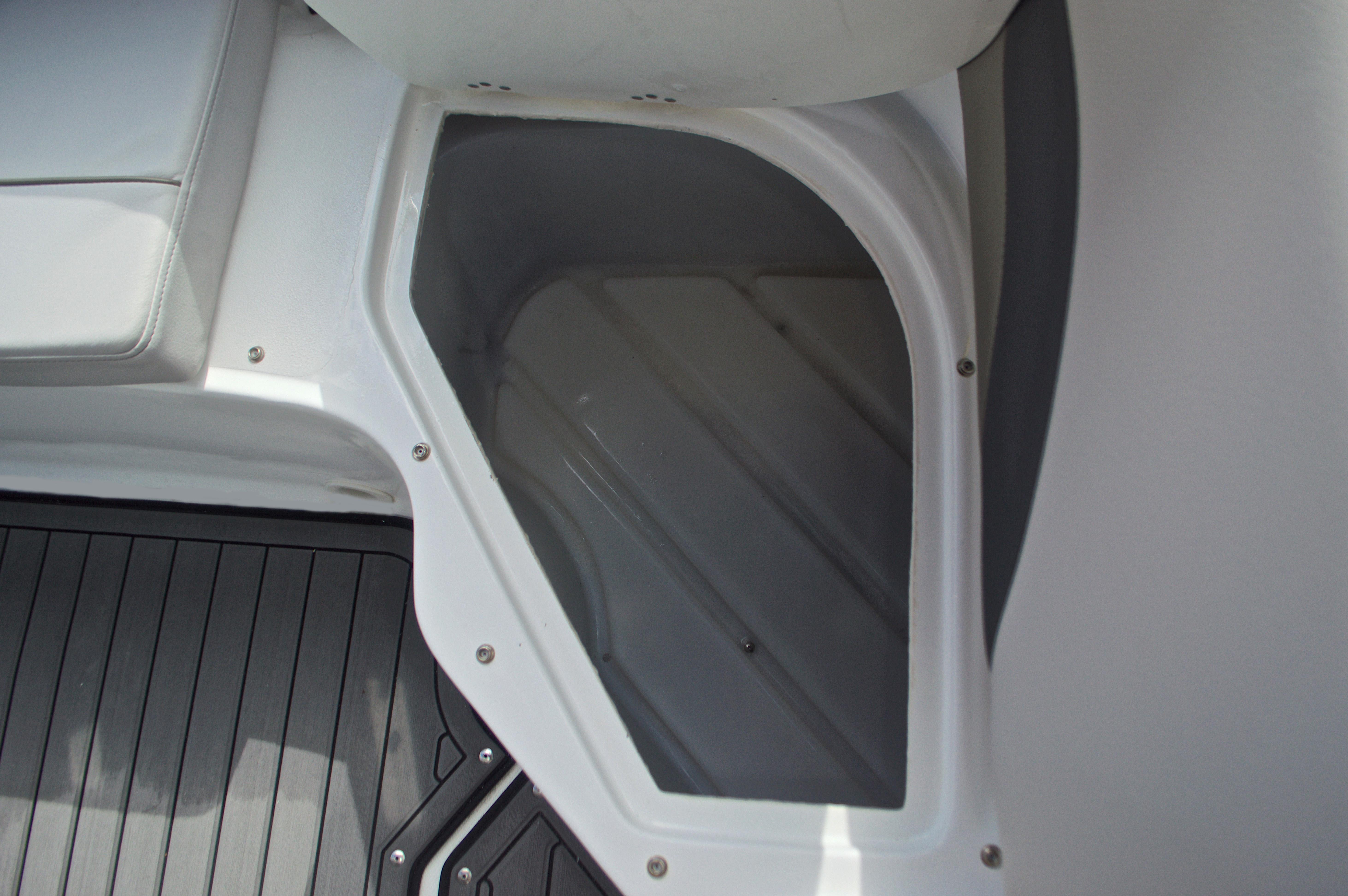 Thumbnail 21 for New 2017 Hurricane SunDeck Sport SS 211 OB boat for sale in Vero Beach, FL