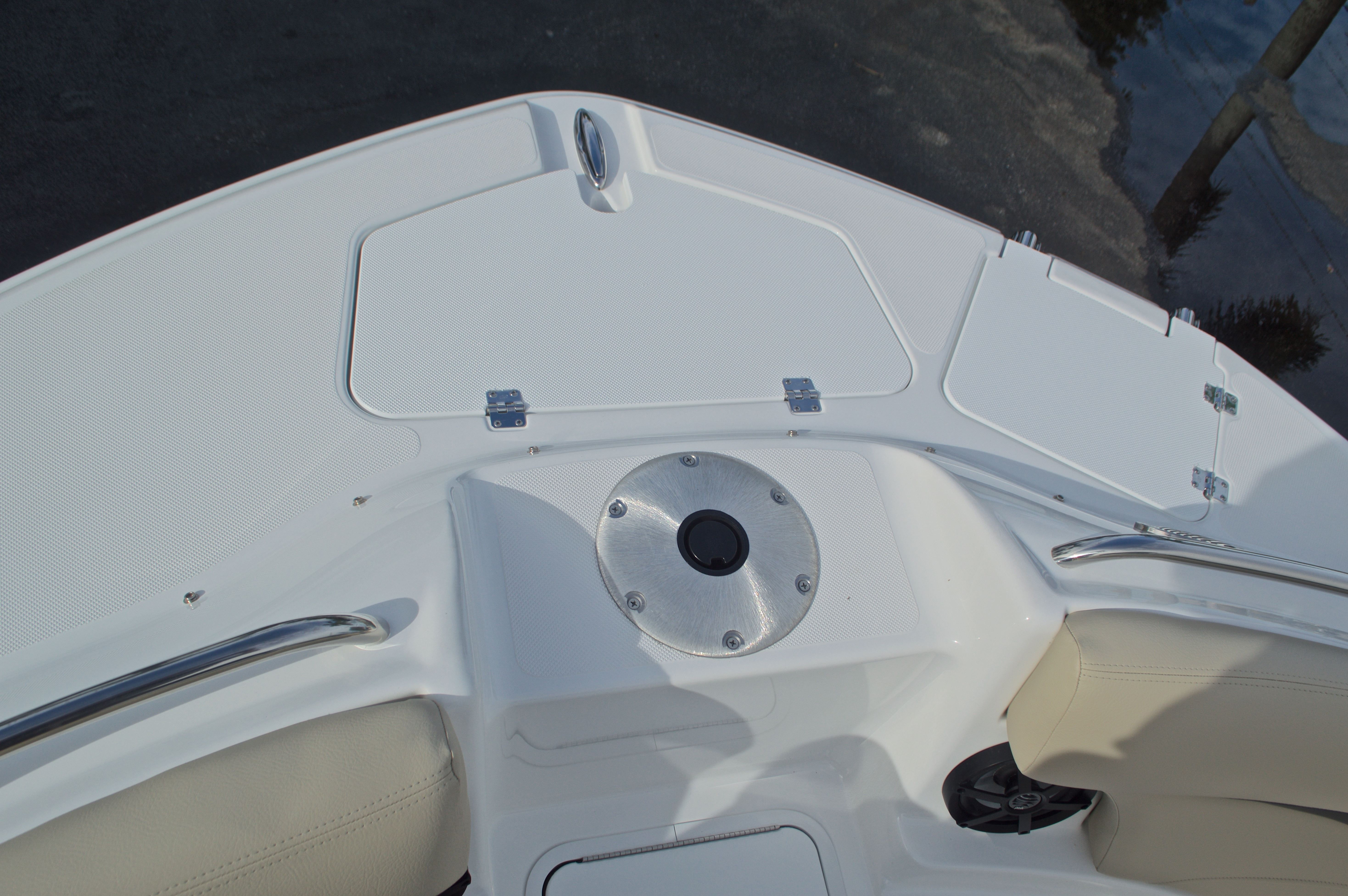 Thumbnail 54 for New 2017 Hurricane SunDeck SD 2200 DC OB boat for sale in West Palm Beach, FL