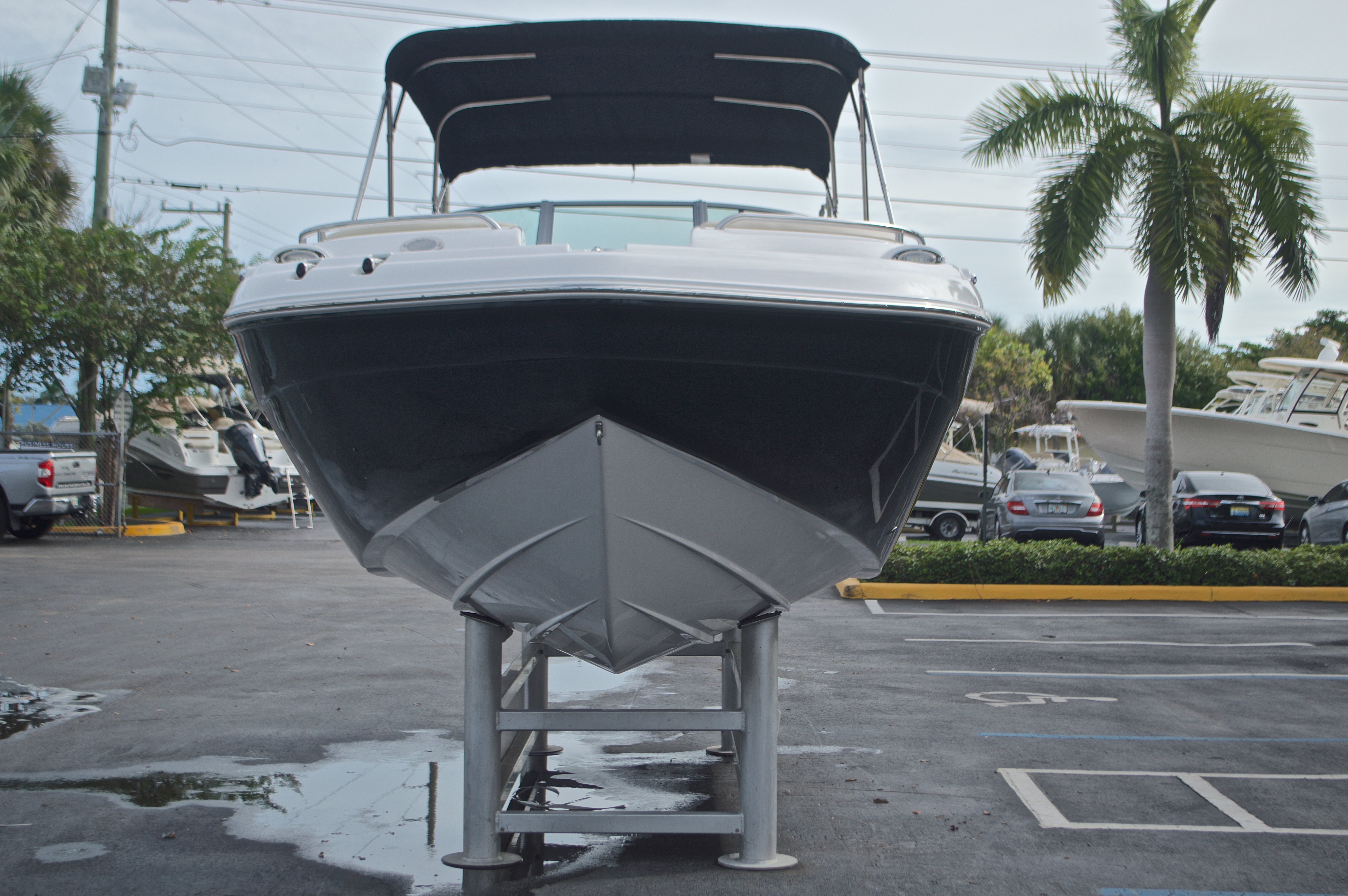 Thumbnail 2 for New 2017 Hurricane SunDeck SD 2200 DC OB boat for sale in West Palm Beach, FL