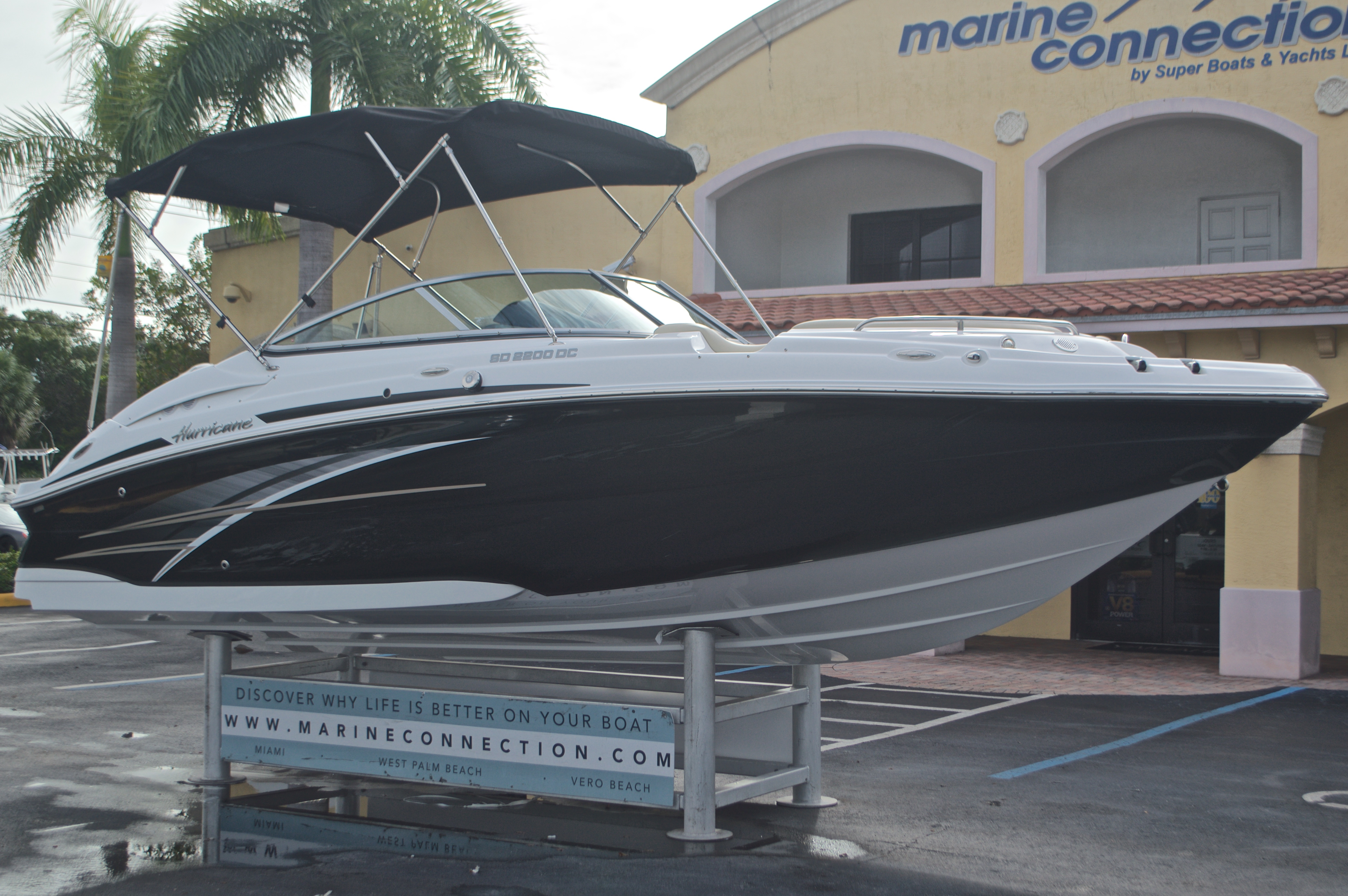 Thumbnail 1 for New 2017 Hurricane SunDeck SD 2200 DC OB boat for sale in West Palm Beach, FL