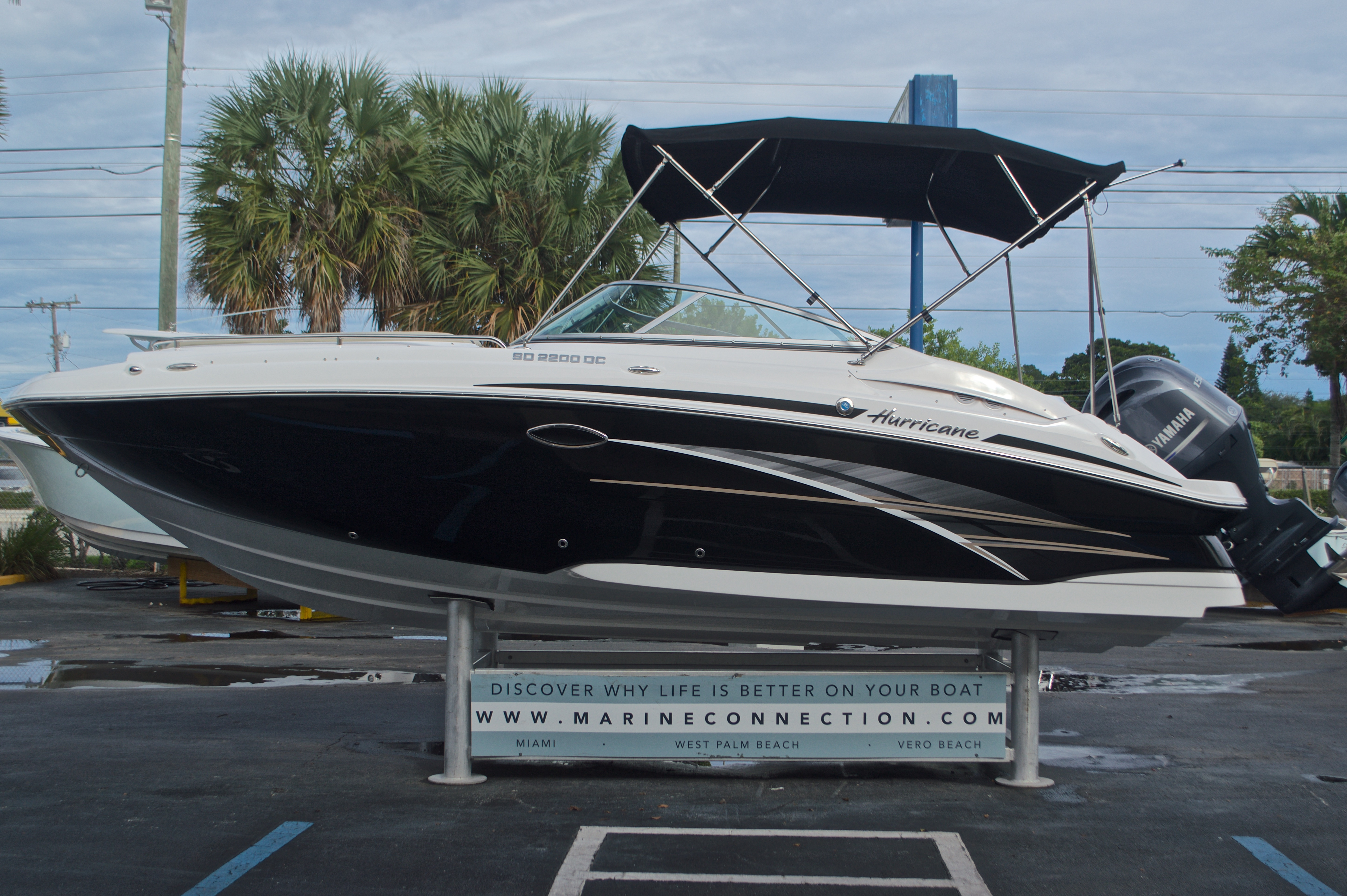 Thumbnail 4 for New 2017 Hurricane SunDeck SD 2200 DC OB boat for sale in West Palm Beach, FL